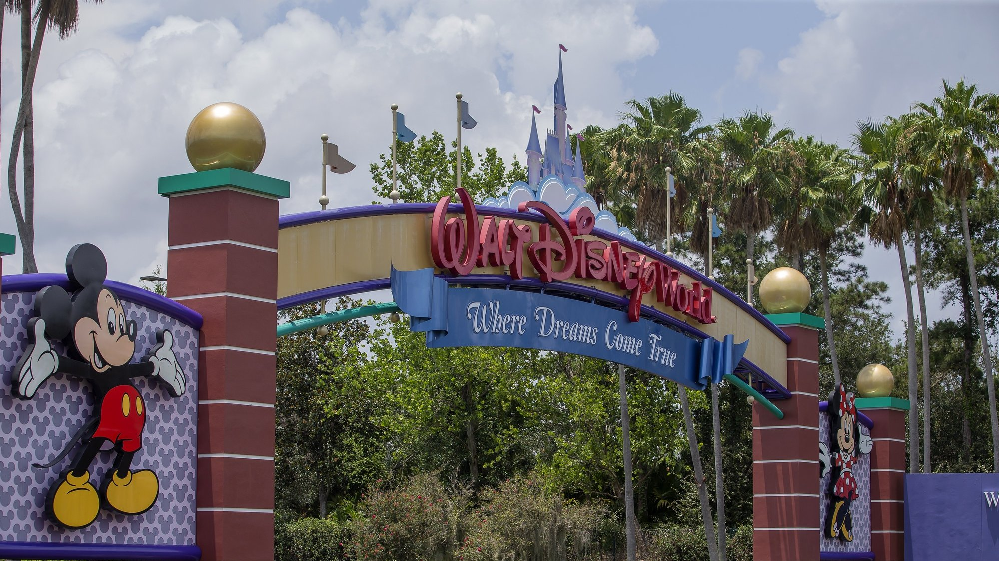epa08843708 (FILE) - The main entrance to the Walt Disney World Resort of theme parks outside of Orlando, Florida, USA, 28 May 2020 (reissued 26 November 2020). Walt Disney Co, struggling with dwindling numbers of visitors due to Coronavirus, stated 26 November 2020 the company would reduce their workforce and cut some 32,000 jobs within the first six months in 2021. The new total of 32,000 job cuts includes the 28,000 job cuts the company announced in September 2020. Most of the job will be lost at Disney's theme parks.  EPA/ERIK S. LESSER *** Local Caption *** 56115975