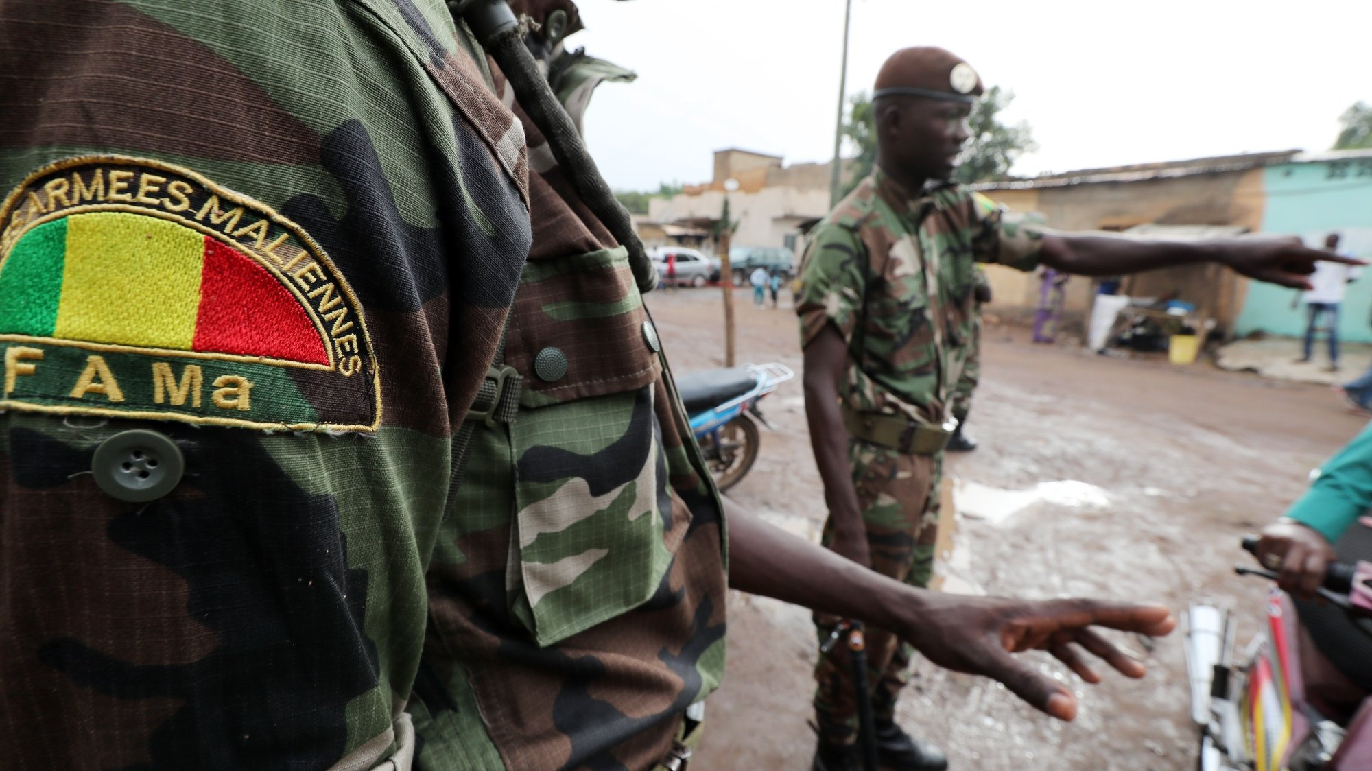 epa08610817 (FILE) - Malian soldiers stand guard at a polling station in Bamako, Mali, 29 July 2018 (reissued 18 August 2020). Reports on 18 August 2020 state that gunfire was heard at Malian army base Kati outside Bamako. Foreign embassies such as Norway's and France's have called on their citizens in Mali to stay home amid what could possibly be a coup.  EPA/MOHAMED MESSARA *** Local Caption *** 54520019