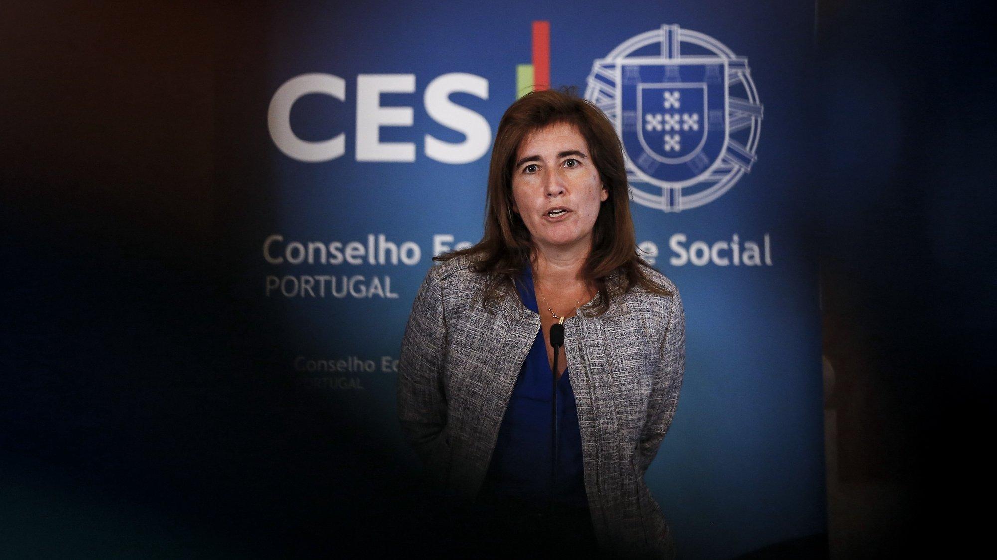 A ministra do Trabalho, Solidariedade e Segurança Social, Ana Mendes Godinho, em declarações à comunicação social após a reunião da Comissão Permanente de Concertação Social realizada no Palácio da Ajuda, em Lisboa, 2 de setembro de 2020. RODRIGO ANTUNES/LUSA
