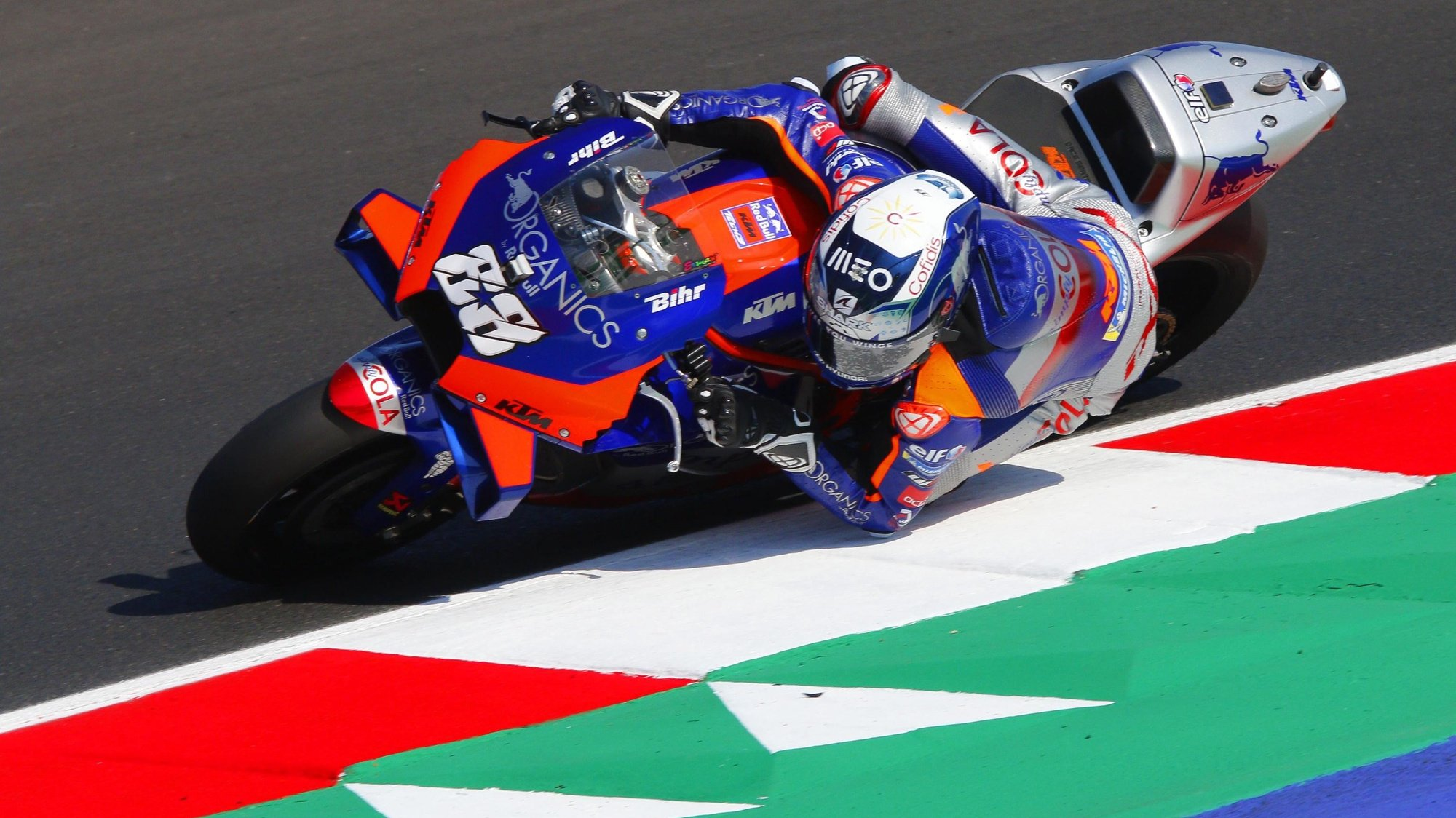 epa08661068 Portuguese MotoGP rider Miguel Oliveira of Red Bull KTM Tech 3 in action during a practice session for the motorcycling Grand Prix of San Marino at the Misano World Circuit Marco Simoncelli, Italy, 11 September 2020.  EPA/PASQUALE BOVE