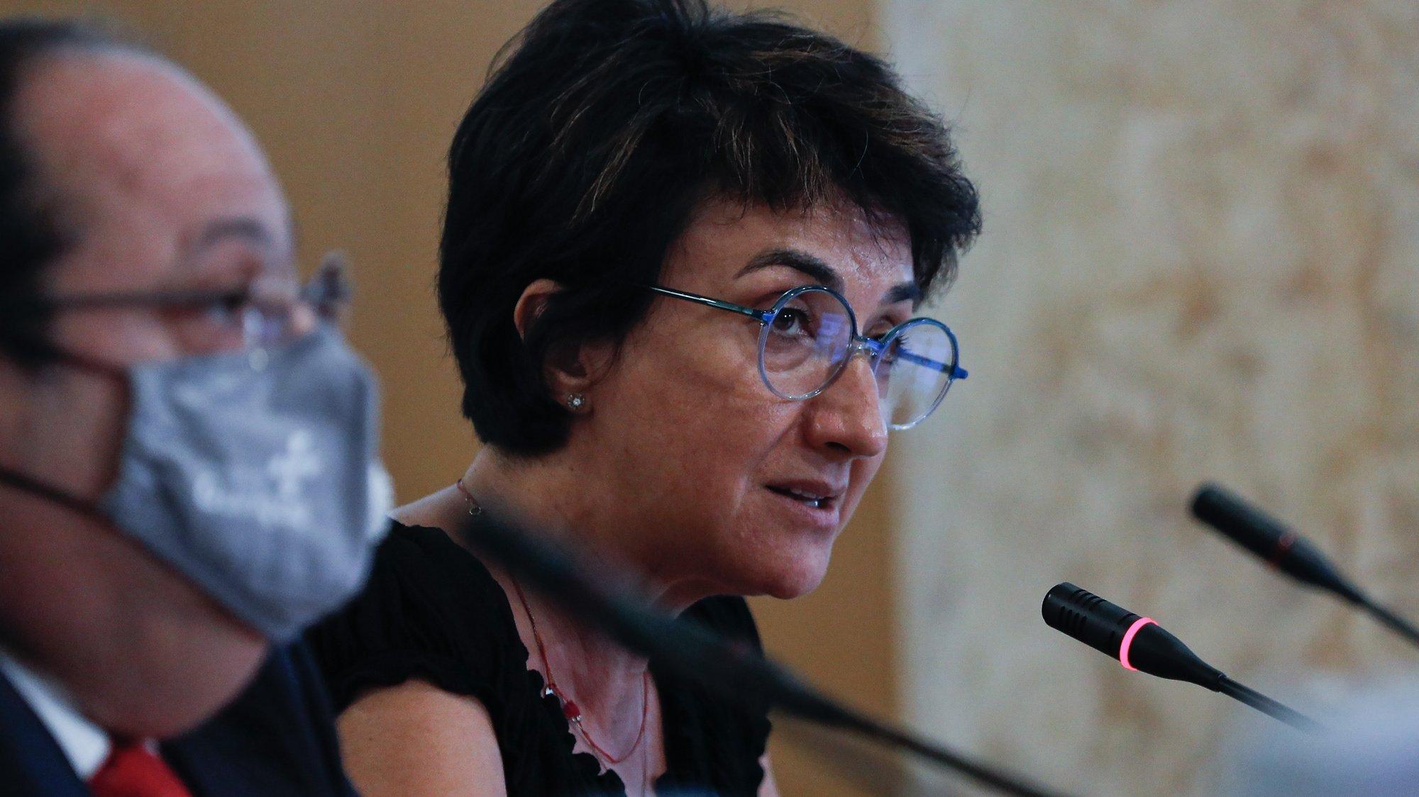 """A ministra da Agricultura, Maria do Céu Antunes, durante a audição conjunta com o  ministro da Administração Interna, Eduardo Cabrita (ausente na fotografia), na comissão de Agricultura e Mar, no âmbito dos acontecimentos nos abrigos """"Cantinho das Quatro Patas"""" e """"Abrigo de Paredes"""", na Assembleia da República, em Lisboa, 30 de julho de 2020. ANTÓNIO COTRIM/LUSA"""