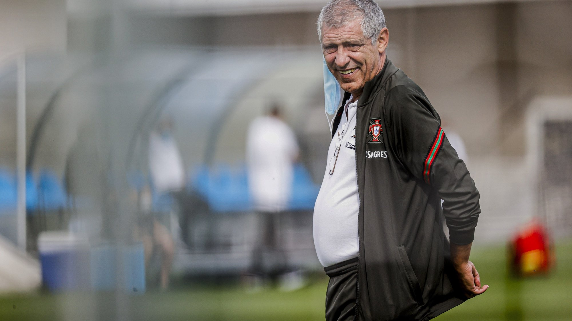 A handout photo made available by Portuguese Football Federation shows Portugal national soccer team head coach Fernando Santos during a training session for the upcoming UEFA Nations League soccer match with France to be held next 11th October in Paris, Lisbon, Portugal, 8th October 2020. DIOGO PINTO/FEDERAÇÃO PORTUGUESA DE FUTEBOL/LUSA