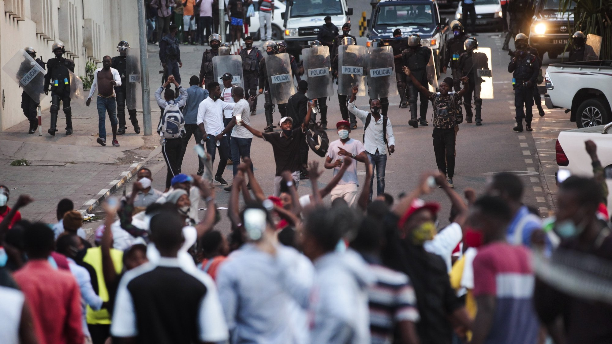 epa08778700 Angolan police disperses with tear gas about a hundred young people who were concentrated in front of the Luanda Provincial Court and blocked the access streets to the building, Luanda, Angola, 27 October 2020. This is the second day that the surrounding area of the court, the Dona Ana Joaquina Palace, in downtown Luanda, is occupied by young people who are demanding the release of the demonstrators arrested on 24 October and promised to remain there until night.  EPA/AMPE ROGERIO