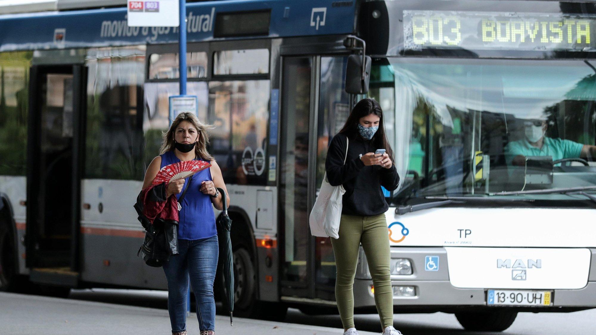 Utentes dos transportes públicos do Porto pedem reforço de veículos e mais fiscalização, 23 setembro 2020, estação Casa da Música. (ACOMPANHA TEXTO) ESTELA SILVA/LUSA