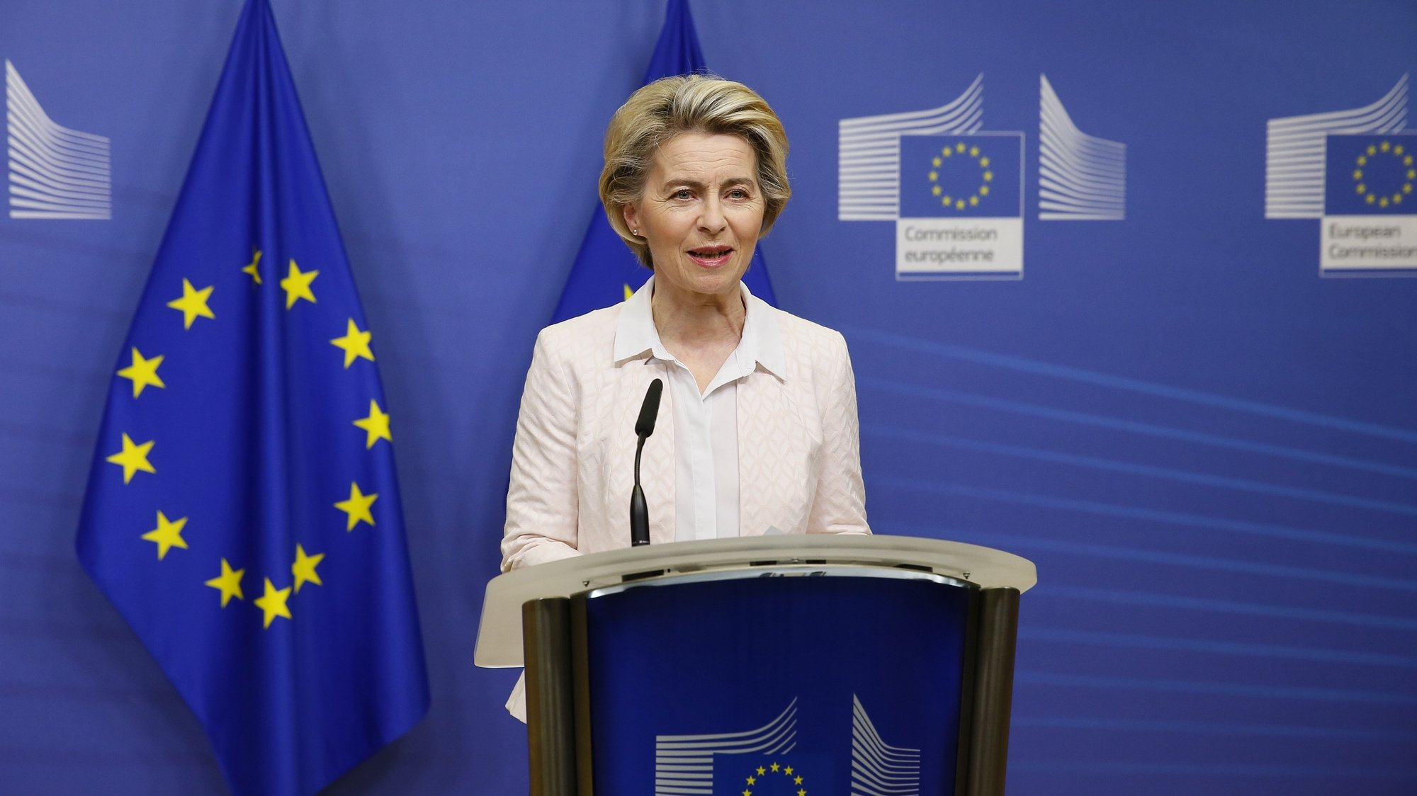 epa08864580 European Commission President Ursula von der Leyen gives a statement at the European Commission in Brussels, Belgium, 05 December 2020. British and EU negotiators have paused Brexit talks because they say significant divergences remain and the conditions for a deal between the two sides have not been met. A negotiations phase of eleven months that started on 31 January 2020 following the UK's exit from the EU ends on 31 December 2020.  EPA/JULIEN WARNAND / POOL