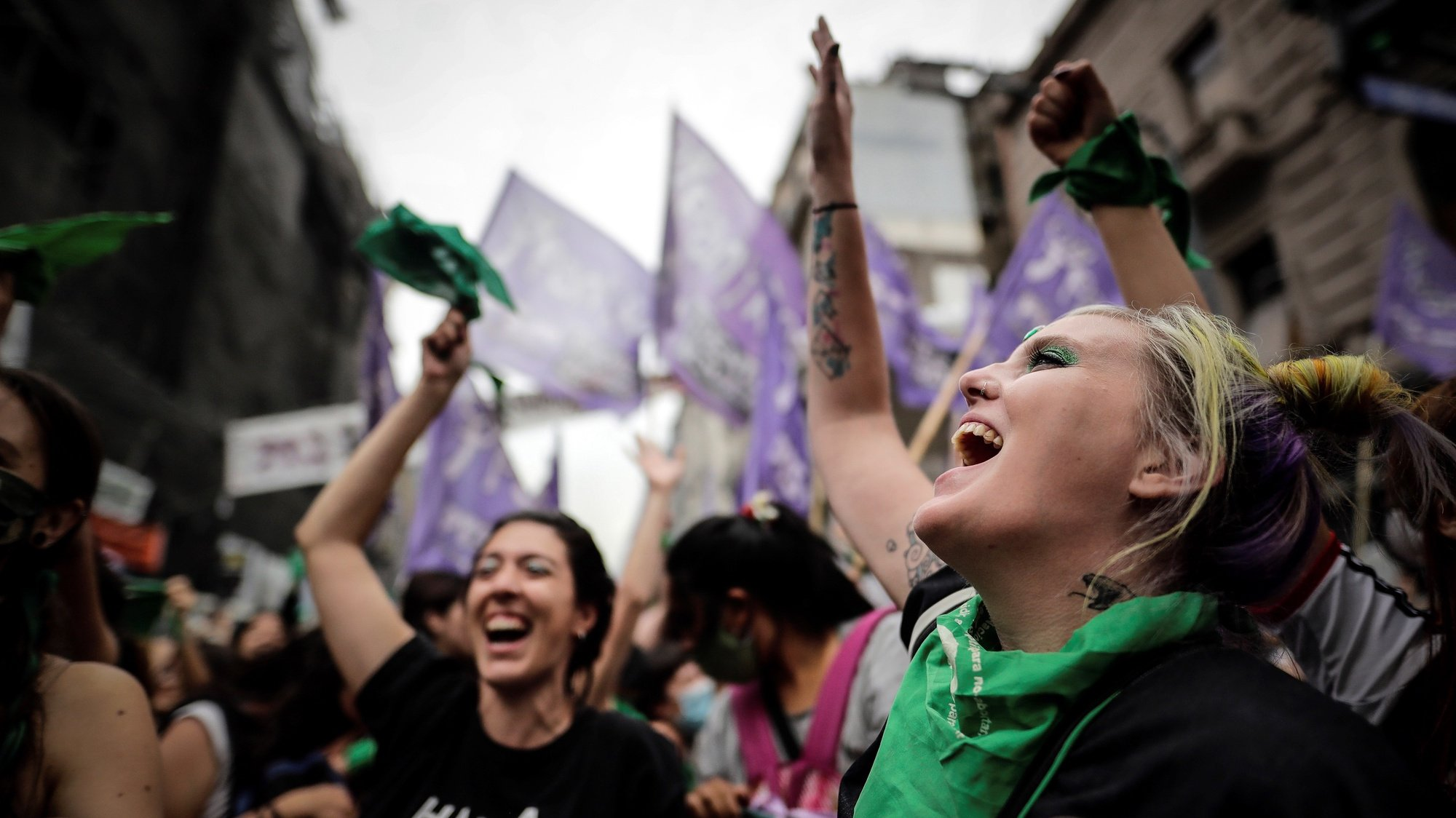 epa08876882 Women celebrate the approval of the new abortion law in front of the Congress, in Buenos Aires, Argentina, 11 December 2020. The new abortion bill would allow to get an abortion until the 14th week of pregnancy.  EPA/Juan Ignacio Roncoroni
