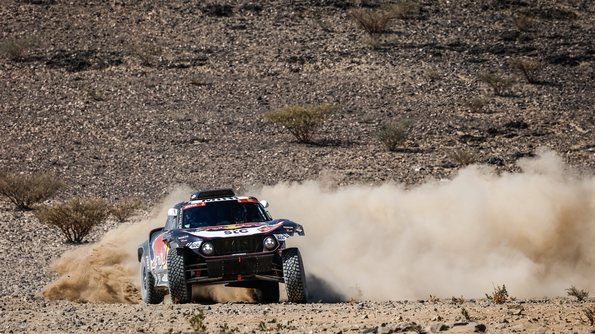 epa08916540 A handout photo made available by ASO of Carlos Sainz Carlos and Lucas Cruz of Spain, Mini, X-Raid Mini JCW Team, in action during the 1st stage of the Dakar 2021 between Jeddah and Bisha, in Saudi Arabia on January 3, 2021.  EPA/Florent Gooden HANDOUT via ASO SHUTTERSTOCK OUT HANDOUT EDITORIAL USE ONLY/NO SALES/NO ARCHIVES
