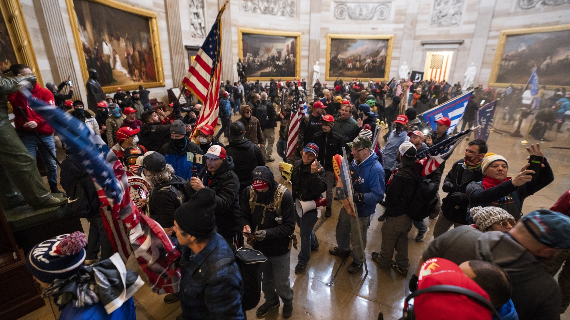 epa08923423 Supporters of US President Donald J. Trump in the Capitol Rotunda after breaching Capitol security in Washington, DC, USA, 06 January 2021. Protesters entered the US Capitol where the Electoral College vote certification for President-elect Joe Biden took place.  EPA/JIM LO SCALZO