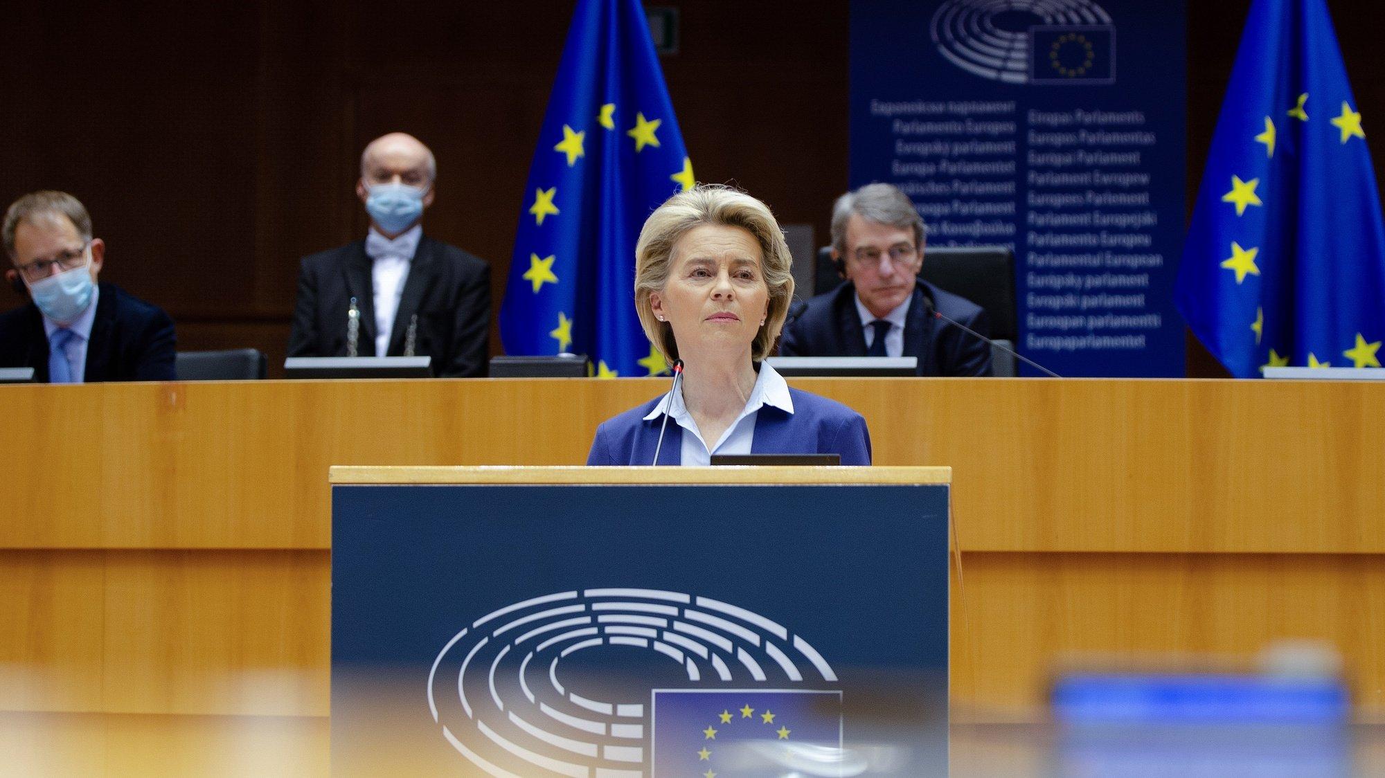 A presidente da Comissão Europeia, Ursula von der Leyen, intervém durante a cerimónia da assinatura de uma declaração conjunta sobre o Futuro da Europa, no Parlamento Europeu, em Bruxelas, Bélgica, 10 de Março de 2021. TONY DA SILVA/LUSA