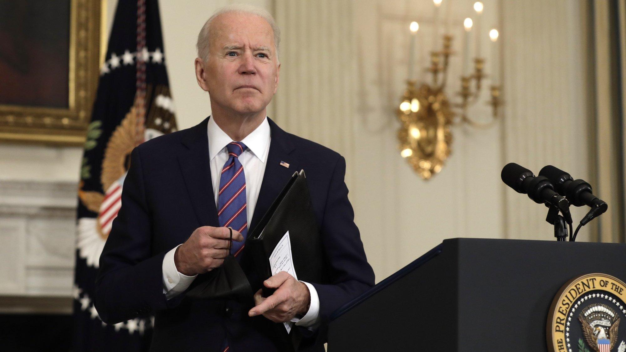 epa09112136 US President Joe Biden delivers remarks on the March jobs report at the White House in Washington, DC, USA, on 02 April 2021.  EPA/Yuri Gripas / POOL