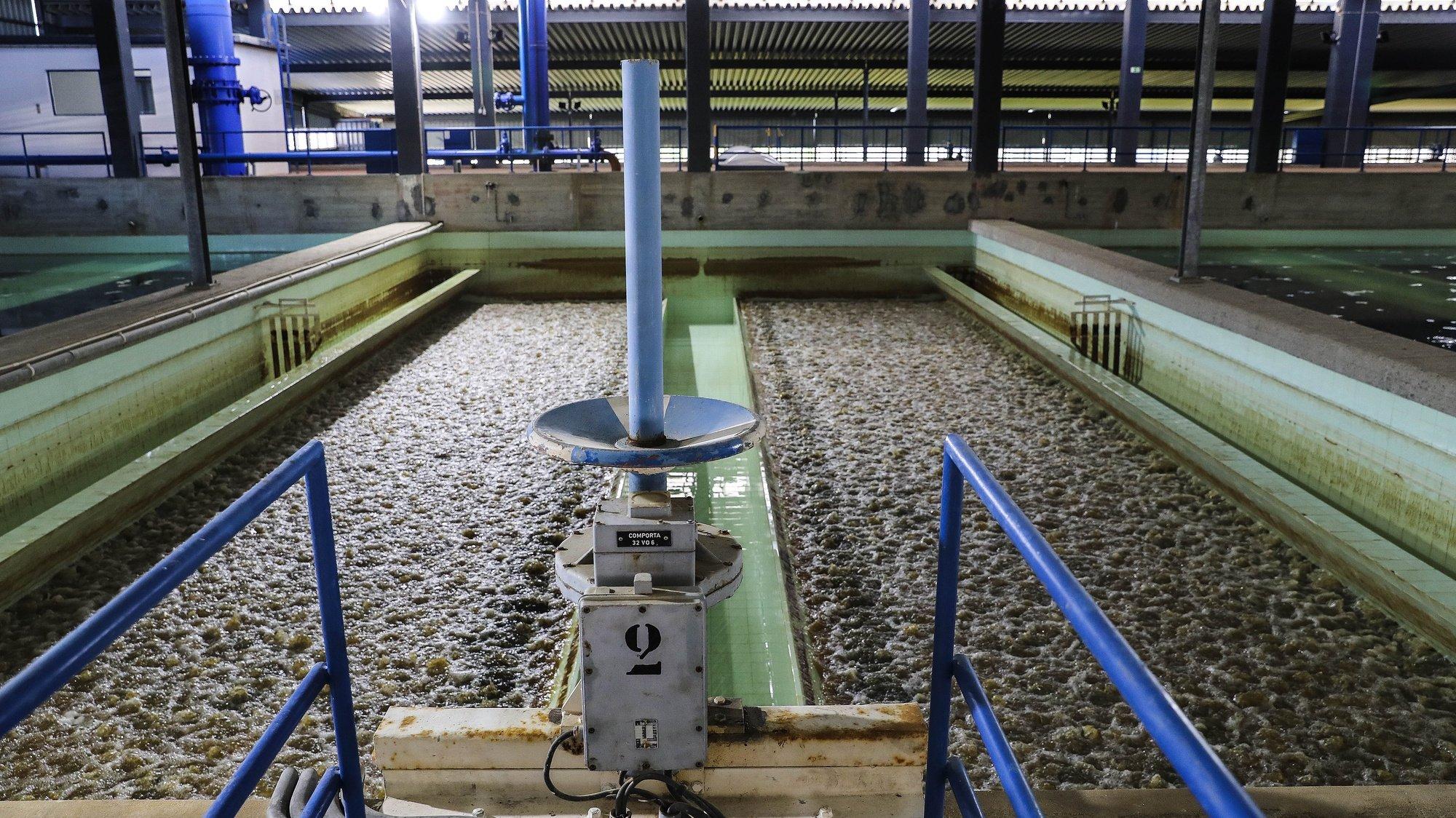 """Estação de Tratamento de Águas (ETA), em Asseiceira, Tomar, 17 de março de 2021. A Estação de Tratamento de Águas (ETA) que fornece água a um terço dos portugueses vai em breve ser neutra em consumo de energia e ainda vai produzir hidrogénio verde, um projeto que deve """"orgulhar o país"""". (ACOMPANHA TEXTO DA LUSA DO DIA 05 DE ABRIL DE 2021). JOÃO RELVAS/LUSA"""
