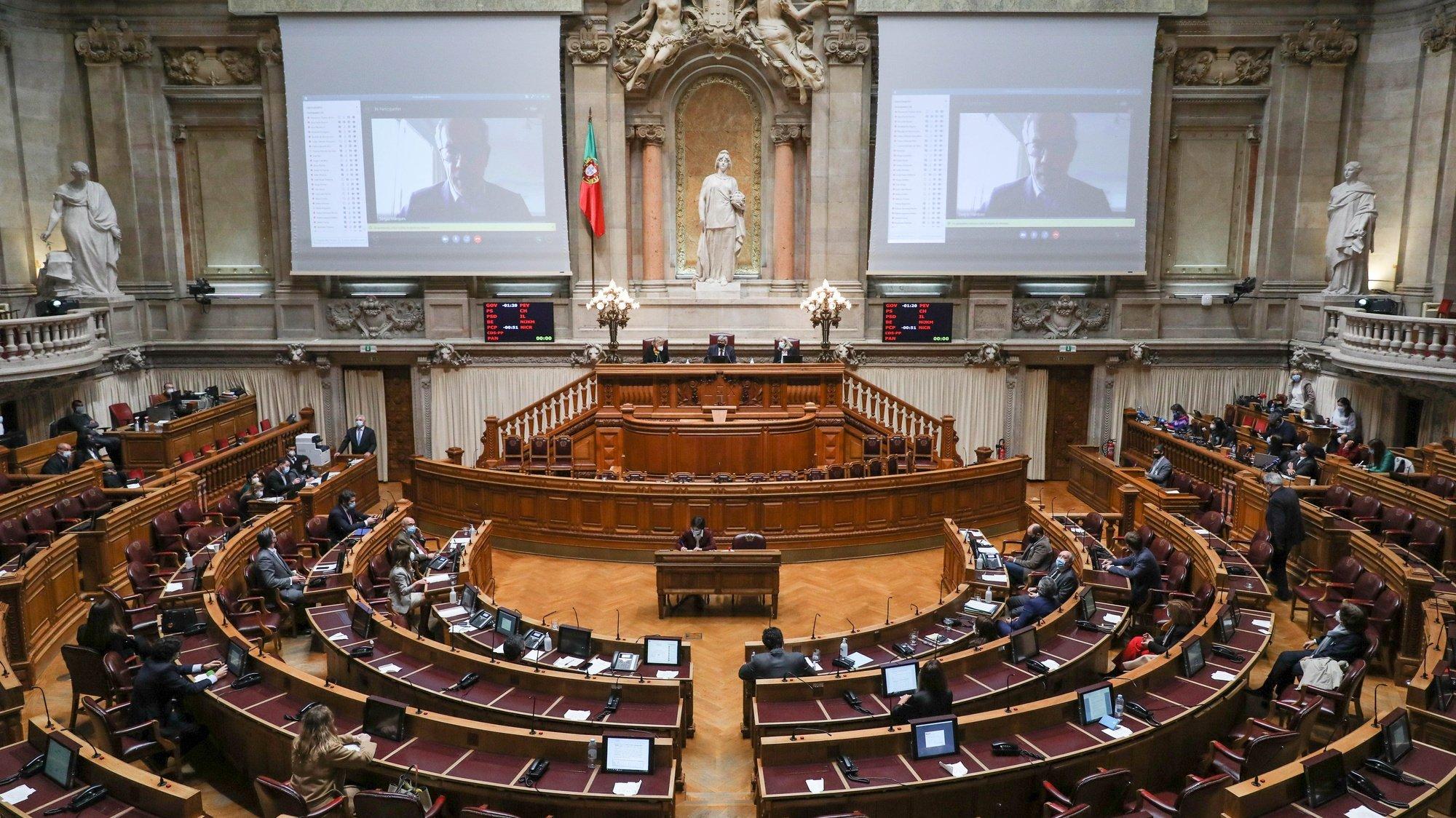 Deputados em videochamada durante a votação final global da despenalização da morte medicamente assistida, esta tarde na Assembleia da República, em Lisboa, 29 de janeiro de 2021. MIGUEL A. LOPES/LUSA