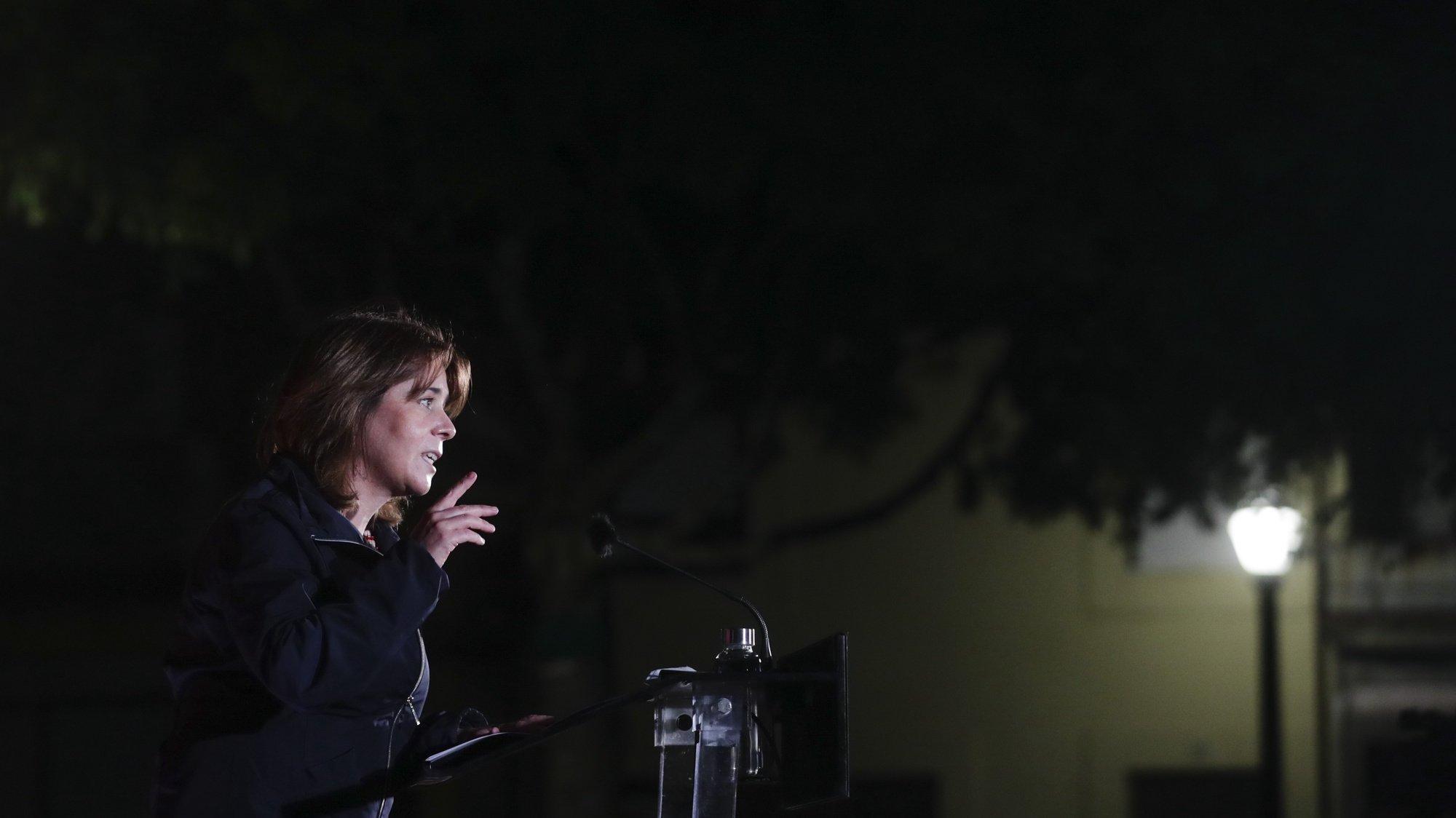 """A coordenadora do Bloco de Esquerda (BE), Catarina Martins, fala no final da """"Contra-cimeira da resistência, do inconformismo e da solidariedade: 'STOP Precariedade, STOP Pobreza'"""", no Porto, 07 de maio de 2021. Esta contra-cimeira ocorre por oposição à Cimeira Social do Porto organizada pela Presidência Portuguesa do Conselho da União Europeia (UE), neste dia. TIAGO PETINGA/LUSA"""
