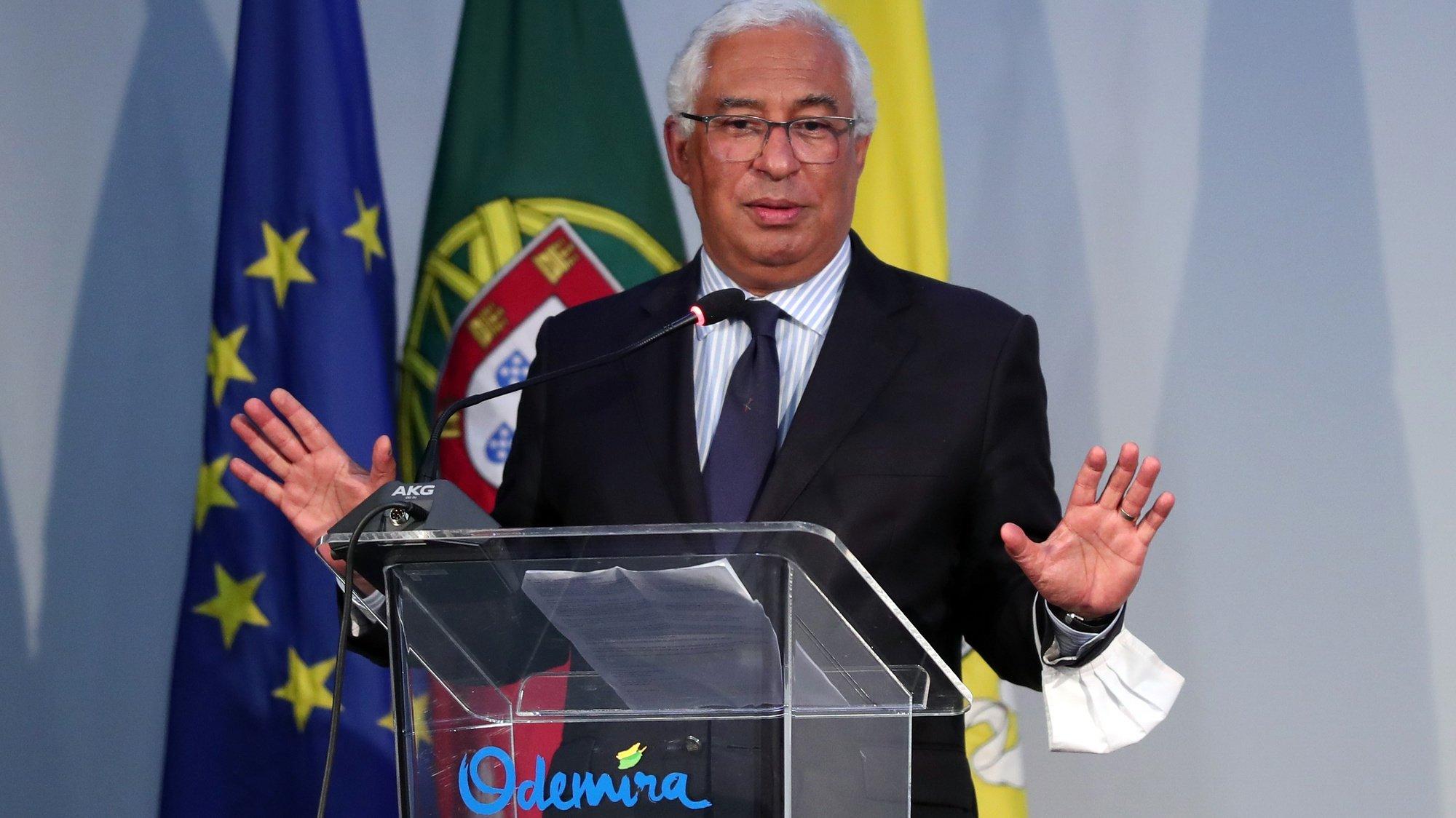 O primeiro-ministro, António Costa, durante uma sessão para assinatura de protocolos tendo em vista dar resposta às necessidades habitacionais verificadas no concelho de Odemira, 11 de maio de 2021. NUNO VEIGA/LUSA