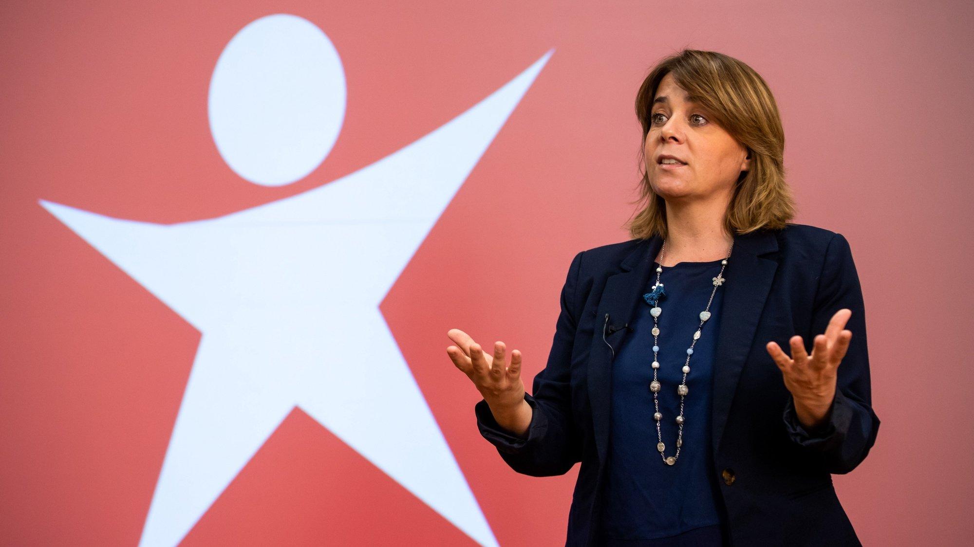 A coordenadora do Bloco de Esquerda (BE), Catarina Martins, durante uma conferência de imprensa para presentação de propostas para conter avanço pandemia da covid-19 na Área Metropolitana de Lisboa (AML), na sede nacional do Bloco de Esquerda, em Lisboa, 26 de junho de 2021. JOSÉ SENA GOULÃO/LUSA