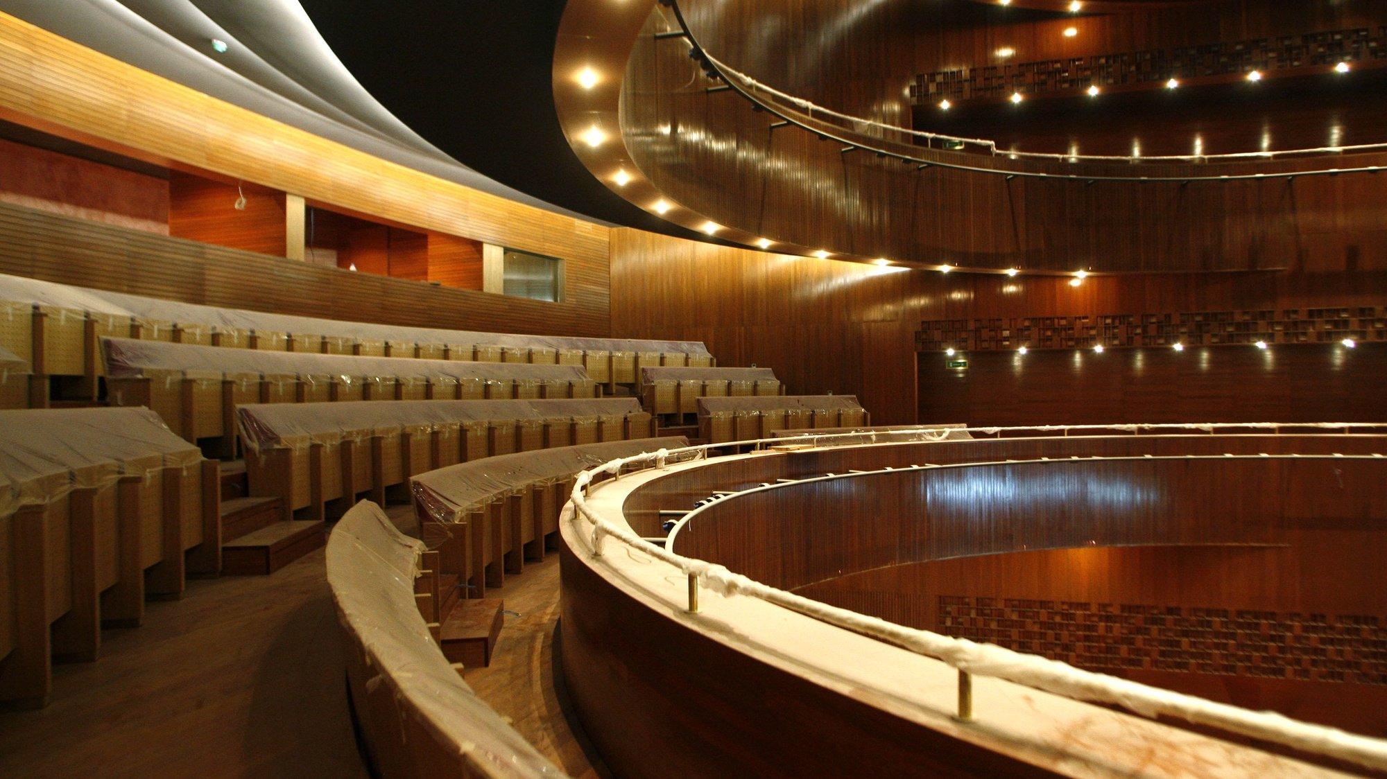 Interior do Cine-Teatro Neiva que esteve encerrado várias décadas e vai reabrir no próximo dia 27 completamente renovado, 20 de Junho 2009, em Vila do Conde. (ACOMPANHA TEXTO) ESTELA SILVA/LUSA