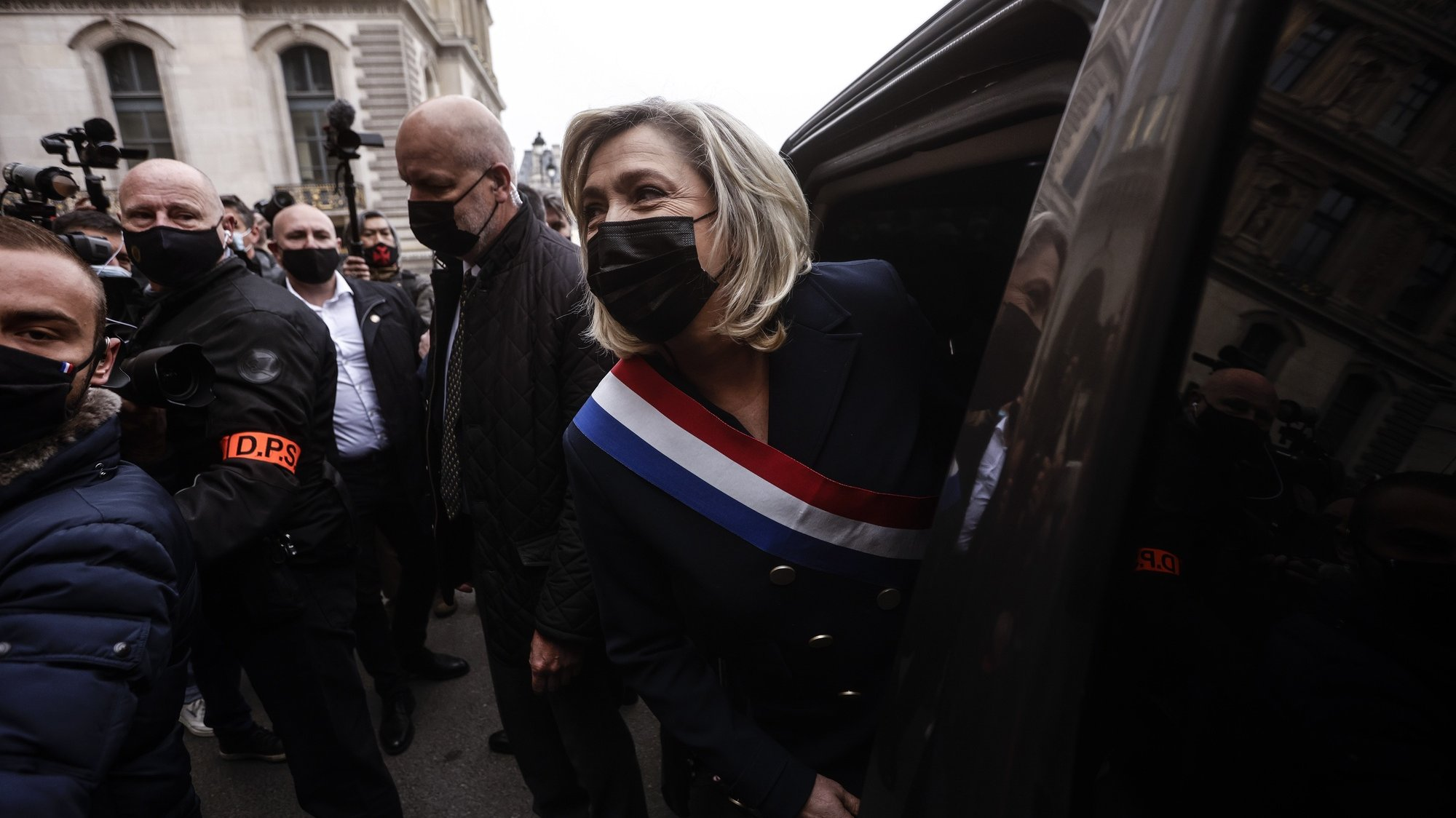 epa09170982 French far-right political party Rassemblement National (RN) leader Marine Le Pen (C) leaves by car after laying a wreath of flowers in front of the statue of Joan of Arc in Paris, France, 01 May 2021. The party's traditional rally for Labor Day will be held online due to containment measures taken in an attempt to stop the spread of the SARS-CoV-2 coronavirus.  EPA/YOAN VALAT