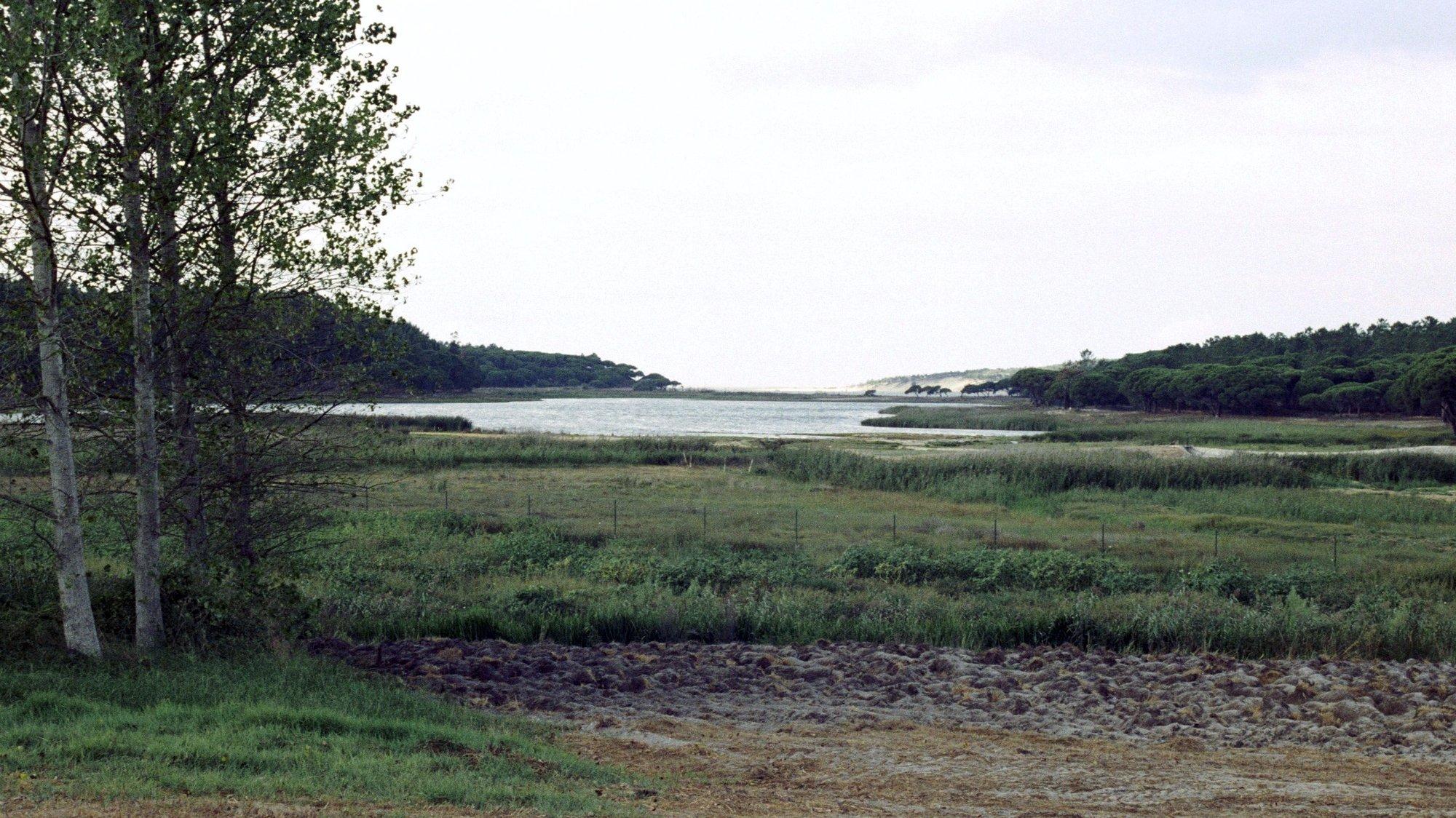 Panorâmica da Lagoa de Albufeira, em Sesimbra a 12 de setembro de 1990.