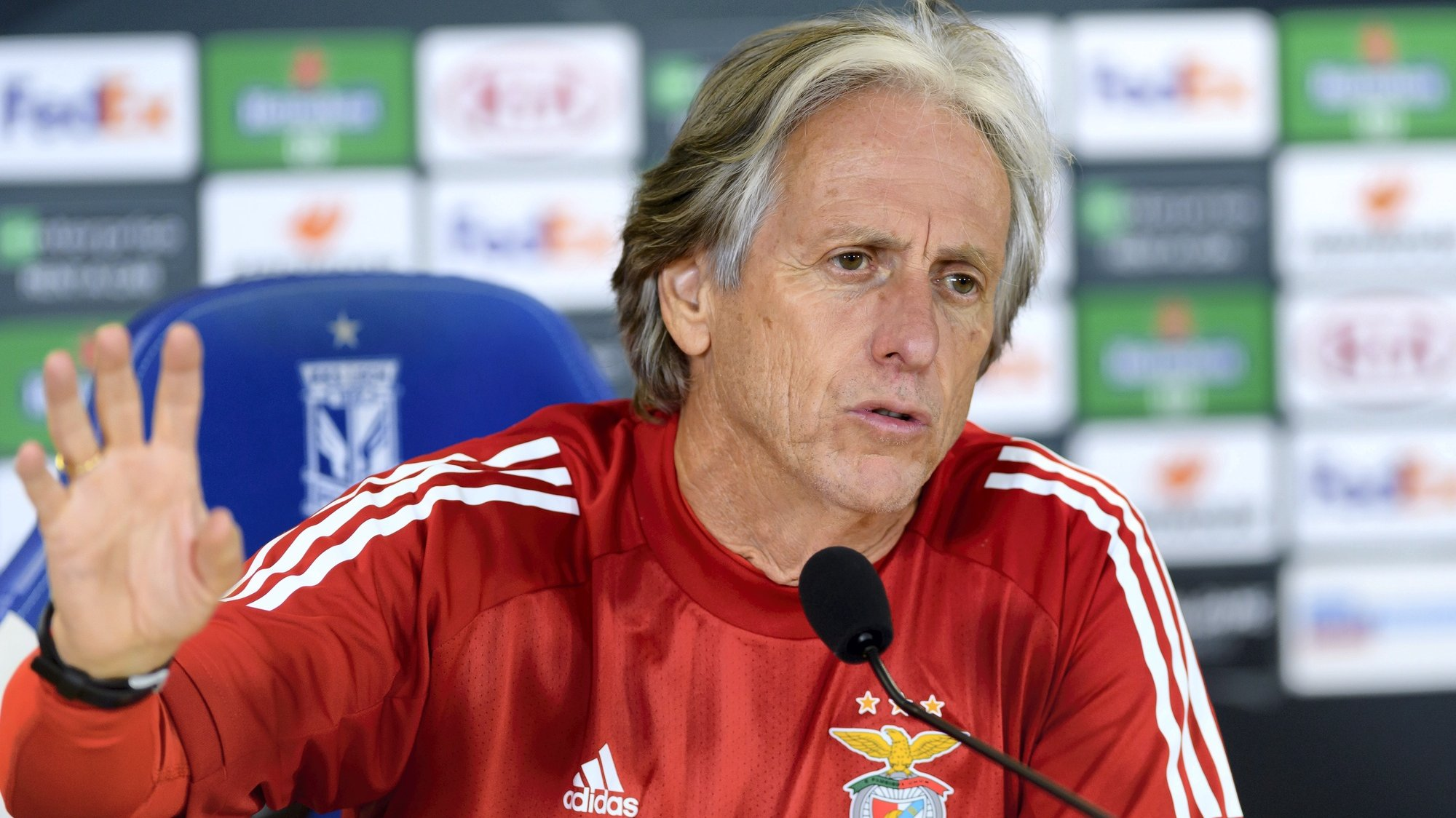 epa08762695 SL Benfica's head coach Jorge Jesus during a press conference in Poznan, central Poland, 21 October 2020. SL Benfica faces Lech Poznan for an UEFA Europa League group D match on 22 October in Poznan.  EPA/Jakub Kaczmarczyk POLAND OUT