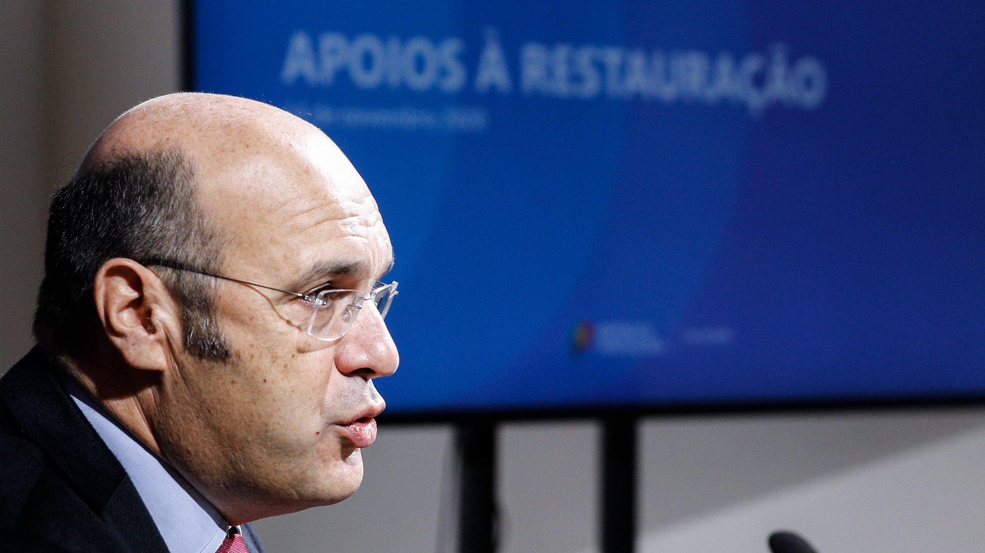 O ministro de Estado, da Economia e Transição Digital, Siza Vieira, fala aos jornalistas sobre as medidas de apoio às empresas, Lisboa, 14 de novembro de 2020. ANTÓNIO COTRIM/LUSA