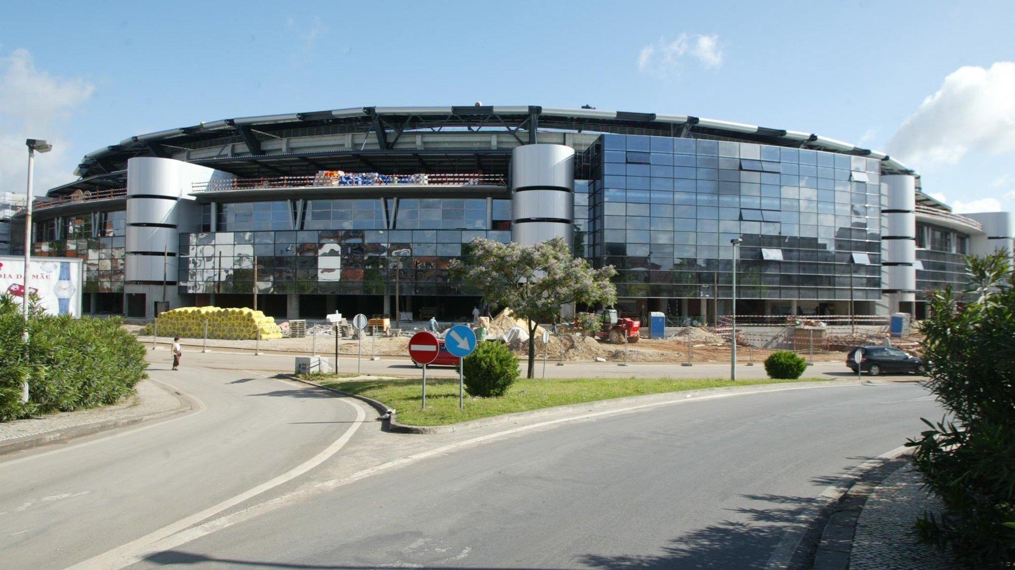 EST02:20030506:COIMBRA: Obras de construcao do Estadio Municipal de Coimbra com vista a realizacao do Euro 2004. FOTO PAULO NOVAIS/LUSA