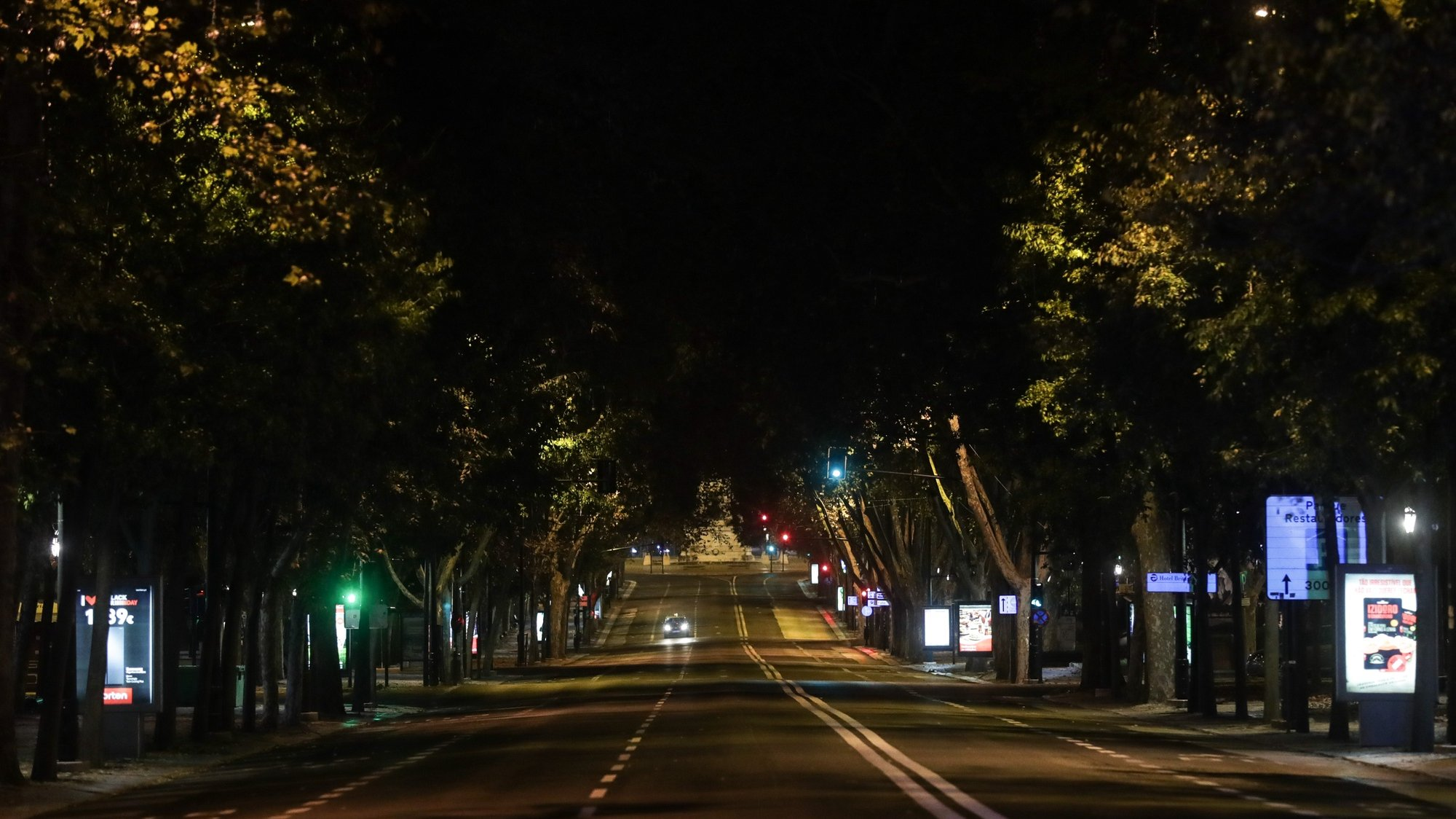 The Avenue of Liberty in Lisbon dowtown during the curfew of the state of emergency as part of the containment measures of covid-19, Lisbon, Portugal, 9 November 2020. The President of the Republic, Marcelo Rebelo de Sousa, decreed the state of emergency in Portugal, for 15 days from today, to allow measures to contain the covid-19. TIAGO PETINGA/LUSA