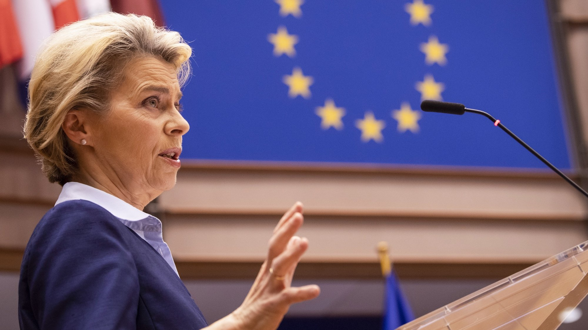 epa08886830 President of Commission Ursula von der Leyen delivers a speech, on the conclusions of Rule of Law Conditionality and Own Resources, at European Parliament, in Brussels, Belgium, 16 December 2020.  EPA/JOHN THYS / POOL
