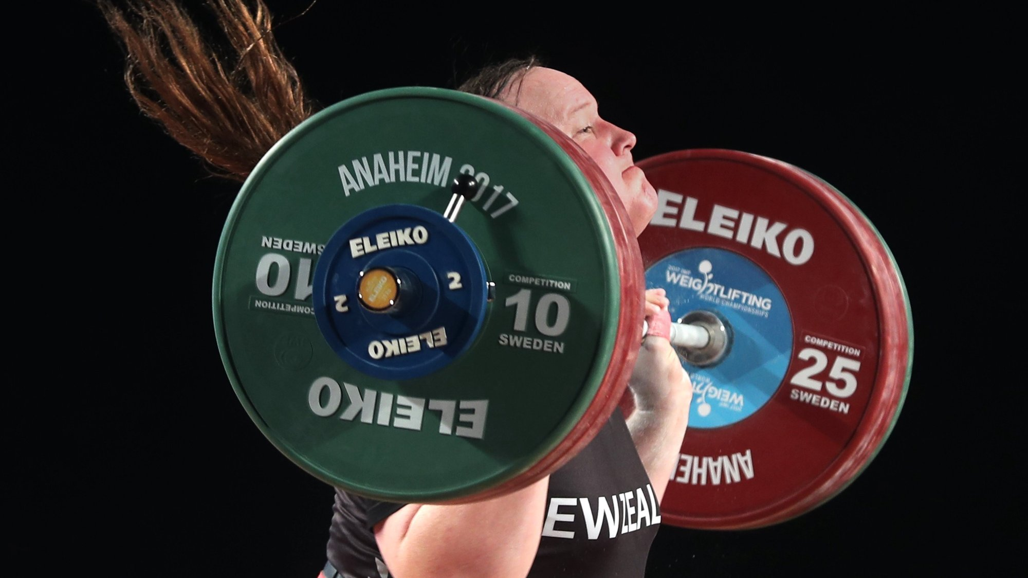 epa06370292 Transgender athlete Laurel Hubbard from New Zealand in action during the women's 90+ kg weight class competition at the Weightlifting World Championships in Anaheim, California, USA, 05 December 2017. Hubbard placed second in the Snatch event and second in the total for the 90+ kg weight class.  EPA/MIKE NELSON
