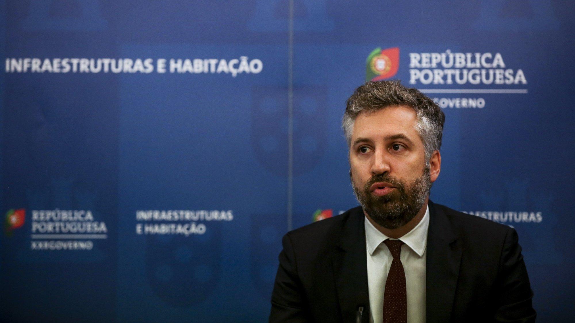 O ministro das Infraestruturas e da Habitação, Pedro Nuno Santos, durante a conferência de imprensa para explicar os detalhes do Plano de Restruturação da TAP, entregue dia 10 de dezembro em Bruxelas, em Lisboa, 11 de dezembro de 2020. NUNO FOX/LUSA