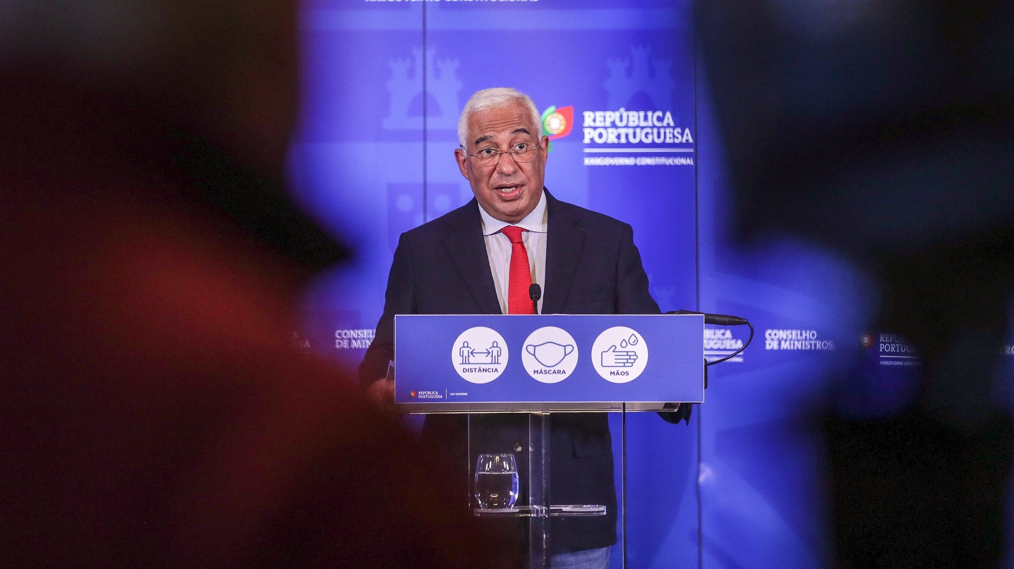 epa08864255 Portuguese Prime Minister Antonio Costa during the announcement of new restrictive measures for the Christmas season in the fight against the Covid-19 pandemic in the country, in Lisbon, Portugal, 05 December 2020.  EPA/TIAGO PETINGA