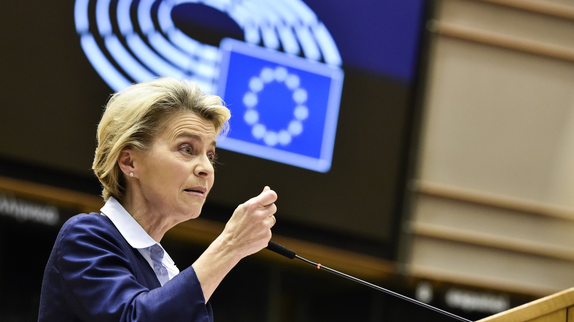 epa08887088 President of Commission Ursula von der Leyen delivers a speech during a session at European Parliament, in Brussels, Belgium, 16 December 2020.  EPA/JOHN THYS / POOL