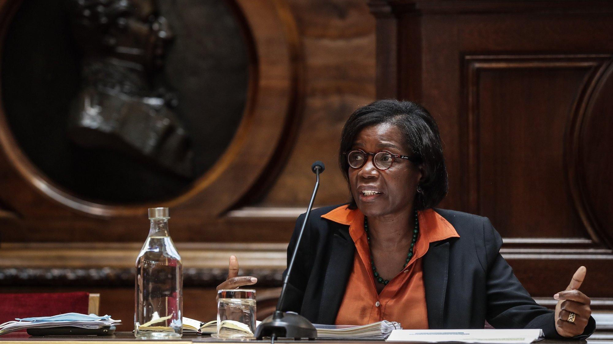 A ministra da Justiça, Francisca Van Dunem, durante a sua audiência na Comissão de Assuntos Constitucionais, Direitos, Liberdades e Garantias sobre a recente nomeação para o cargo de Procurador Europeu Nacional na Procuradoria Europeia, na Assembleia da República, em Lisboa, 14 de outubro de 2020. MÁRIO CRUZ/LUSA