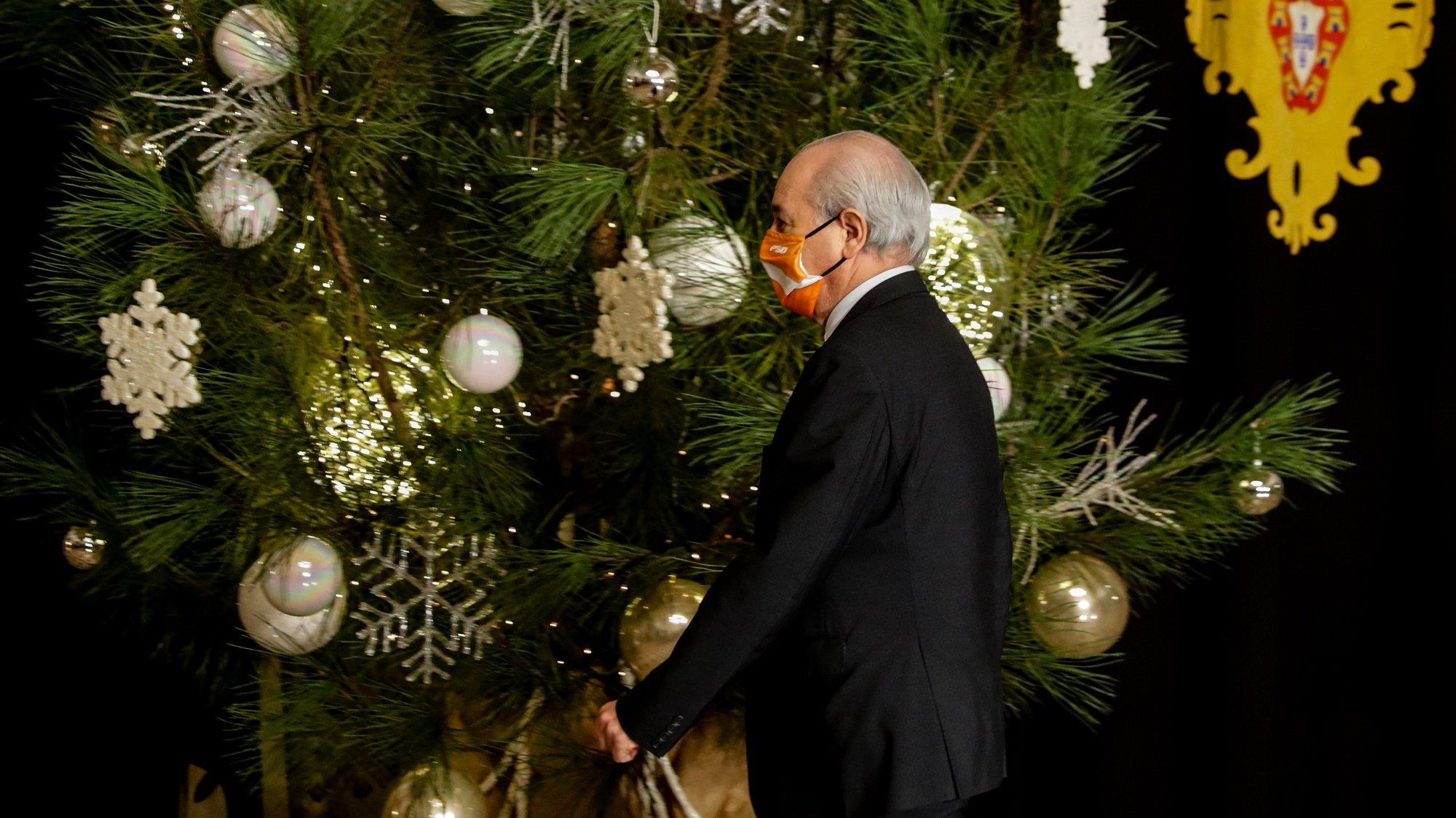 O presidente do Partido Social Democtara (PSD), Rui Rio, à chegada para uma audiência com o Presidente da República, Marcelo Rebelo de Sousa (ausente da fotografia), sobre a renovação do estado de emergência, no Palácio de Belém, em Lisboa, 16 de dezembro de 2020. TIAGO PETINGA/LUSA