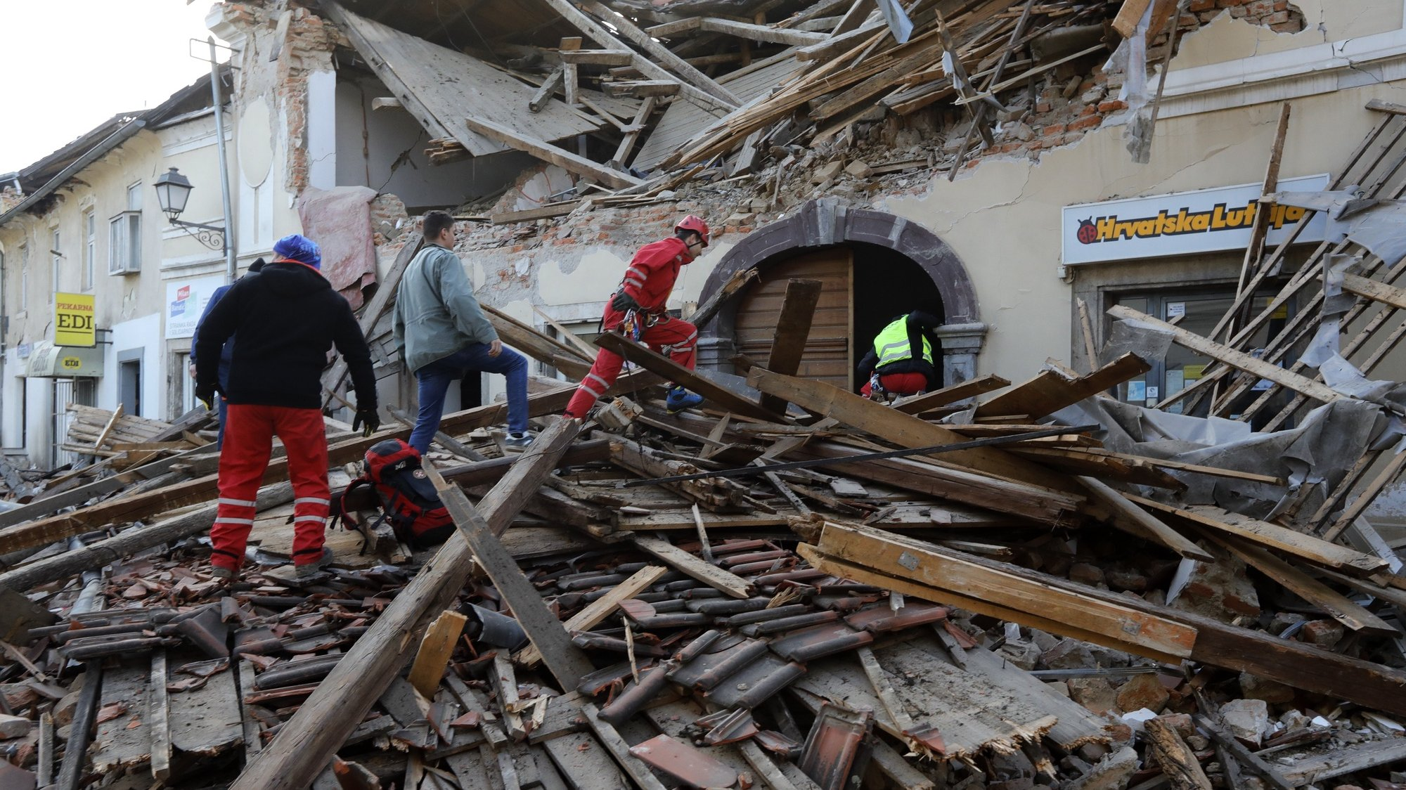 epaselect epa08909722 Workers clear a building damaged in an earthquake in Petrinja, Croatia, 29 December 2020. A 6.4 magnitude earthquake struck around 3km west south west of the town with reports of many injuries and at least one death.  EPA/ANTONIO BAT