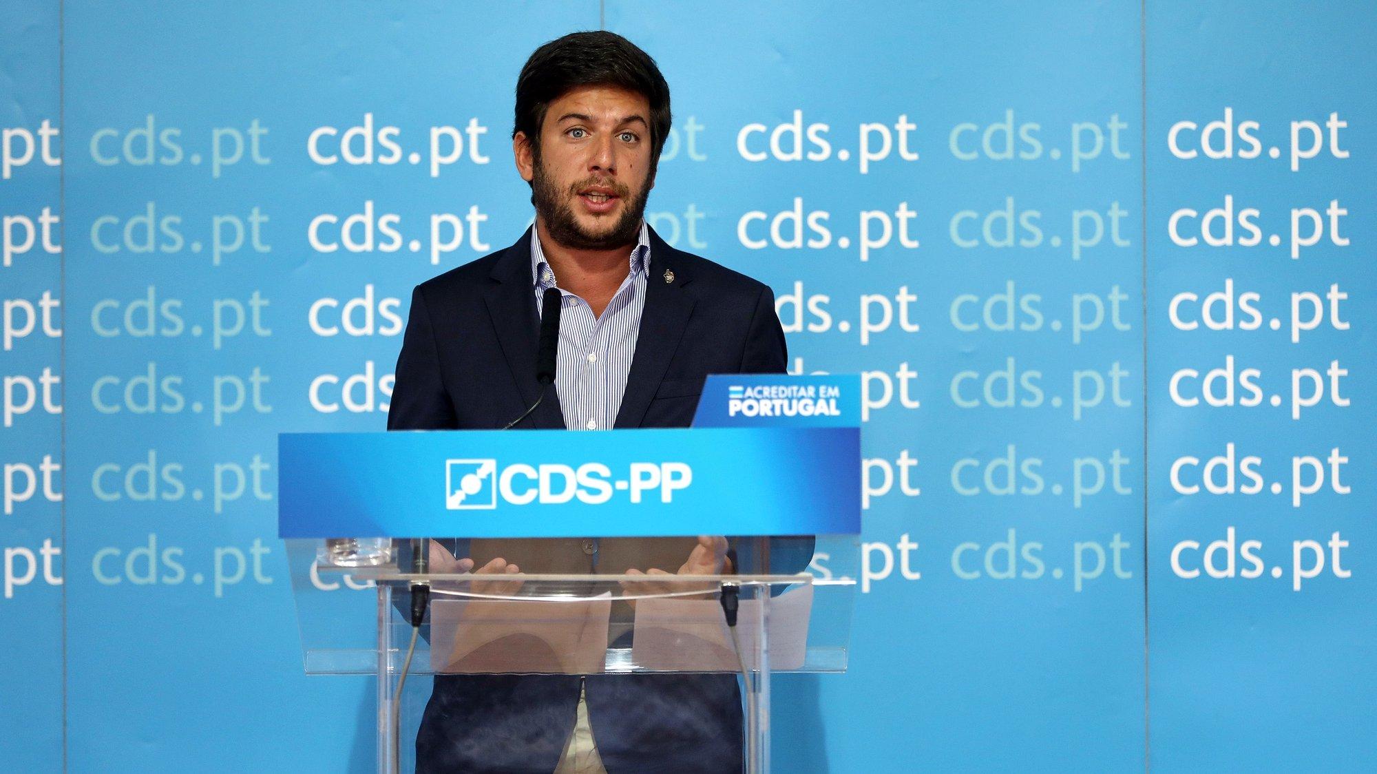 """O presidente do CDS-PP, Francisco Rodrigues dos Santos, fala aos jornalistas durante uma conferência de imprensa sob o tema """"Disciplina, Cidadania e Desenvolvimento"""", na sede do partido, em Lisboa, 08 de setembro de 2020. ANTÓNIO PEDRO SANTOS/LUSA"""