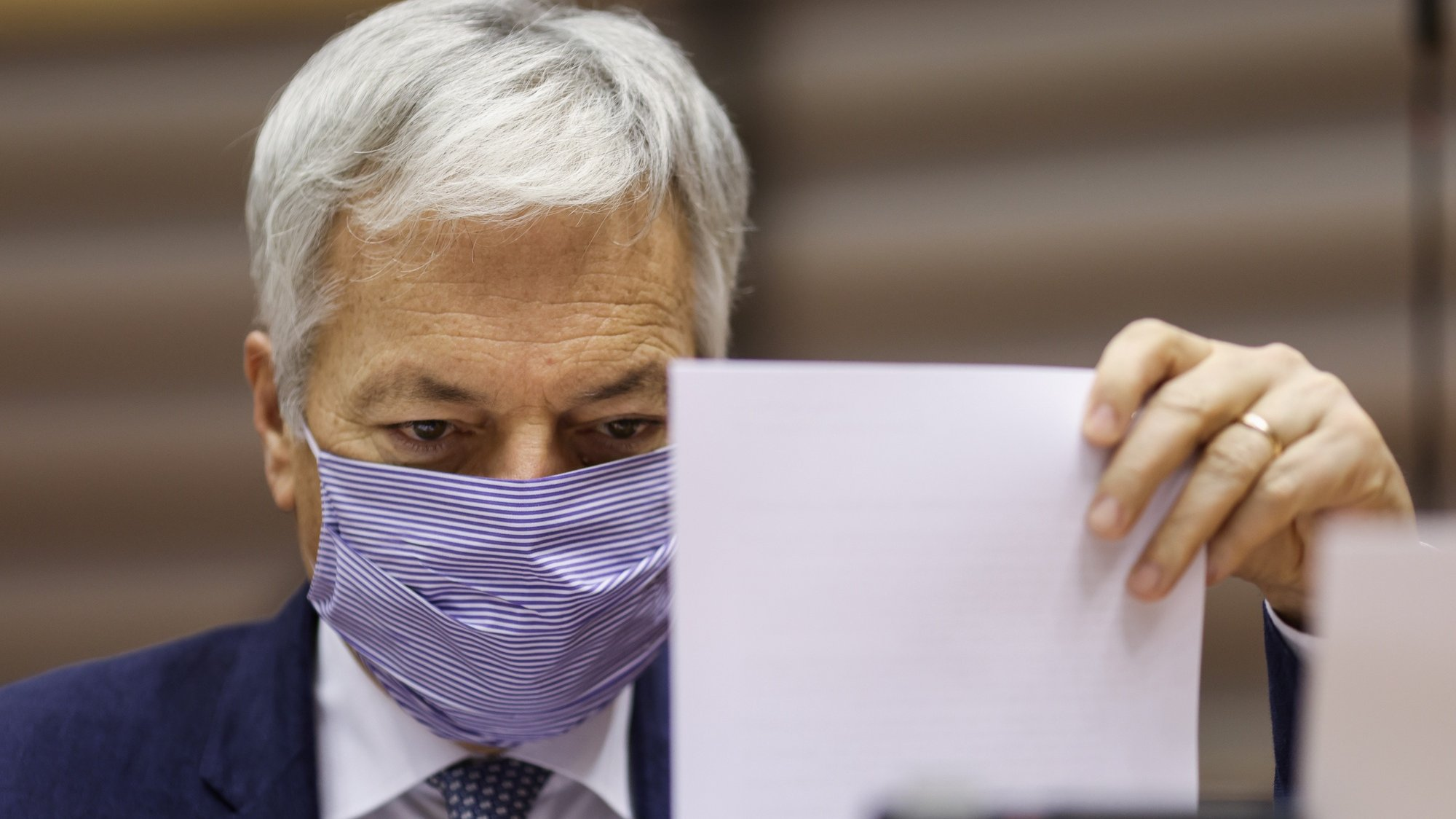 epa08837745 European Commissioner for Justice Didier Reynders, wearing a face mask ,arrives for a plenary session of the European Parliament, Belgium, 23 November 2020.  EPA/KENZO TRIBOUILLARD / POOL