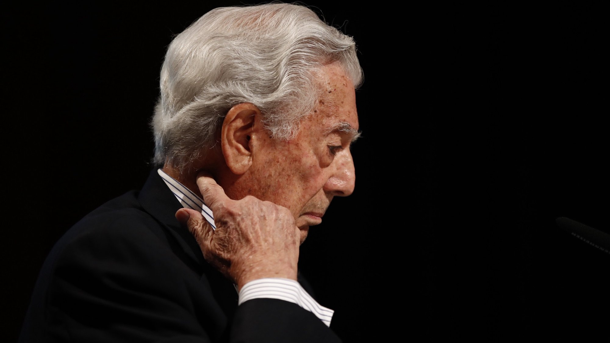 epa08730065 Peruvian writer Mario Vargas Llosa takes part in a tribute on he occasion of the 10th anniversary of his Nobel award, held at Cervantes Institute in Madrid, central Spain, 08 October 2020.  EPA/Javier Lopez