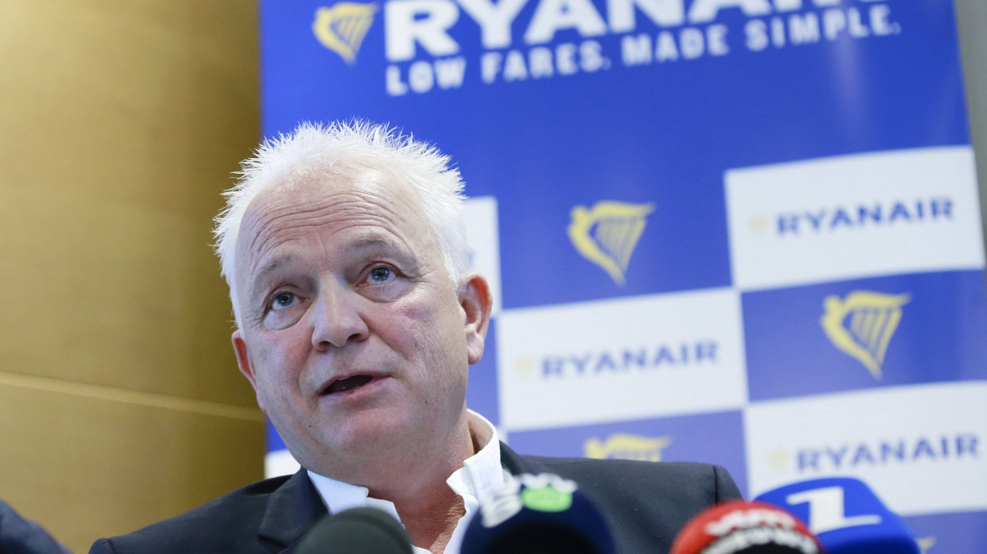 epa06203889 Ryanair's Chief People Officer Eddie Wilson gives a press conference in Brussels, Belgium, 14 September 2017. Wilson commented on the decision by European Court of Justice (ECJ) in the so-called 'Mons' case to rule in favour of Irish low-cost carrier Ryanair and reject the CTC Union's argument.  EPA/OLIVIER HOSLET