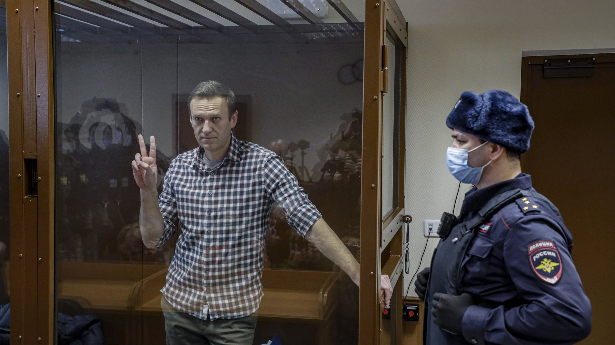 epa09108968 (FILE) Russian opposition leader Alexei Navalny gestures inside a glass cage prior to a hearing at the Babushkinsky District Court in Moscow, Russia, 20 February 2021 (reissued 31 March 2021). Russian opposition leader Alexei Navalny, who serves his 2,5 years sentence in a prison colony in the town of Pokrov in the Vladimir region, announced he is going on hunger strike in a protest of mistreatment in the prison.  EPA/YURI KOCHETKOV *** Local Caption *** 56711412