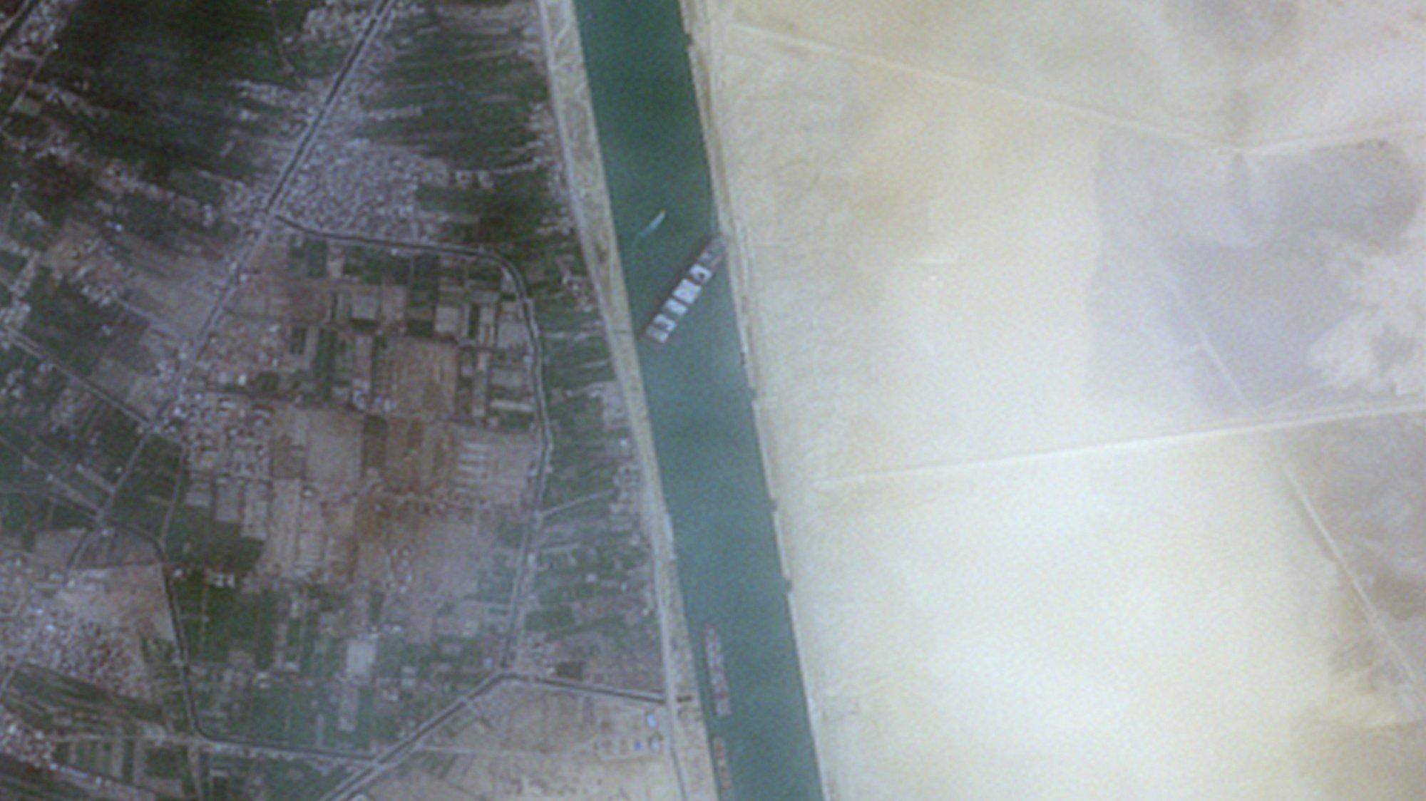 Lusa_Canal do Suez interrompido há três dias sem estimativa de desbloqueio