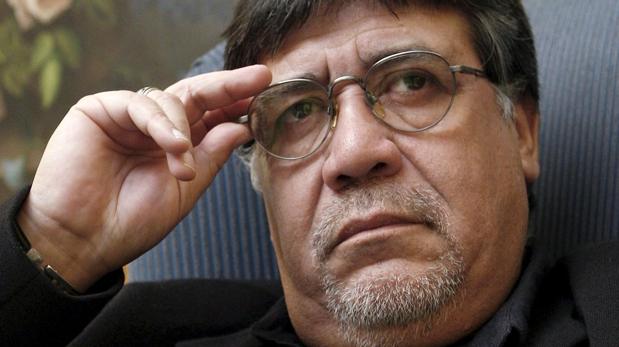epa08365801 (FILE) - Chilean author Luis Sepulveda gestures during an interview in Madrid, Spain, 25 March 2009 (reissued on 16 April 2020). According to media reports on 16 April 2020 Luis Sepulveda has died aged 70 in Oviedo, Spain, for the consequences of the SARS-CoV-2 coronavirus which causes the COVID-19 disease.  EPA/CHEMA MOYA