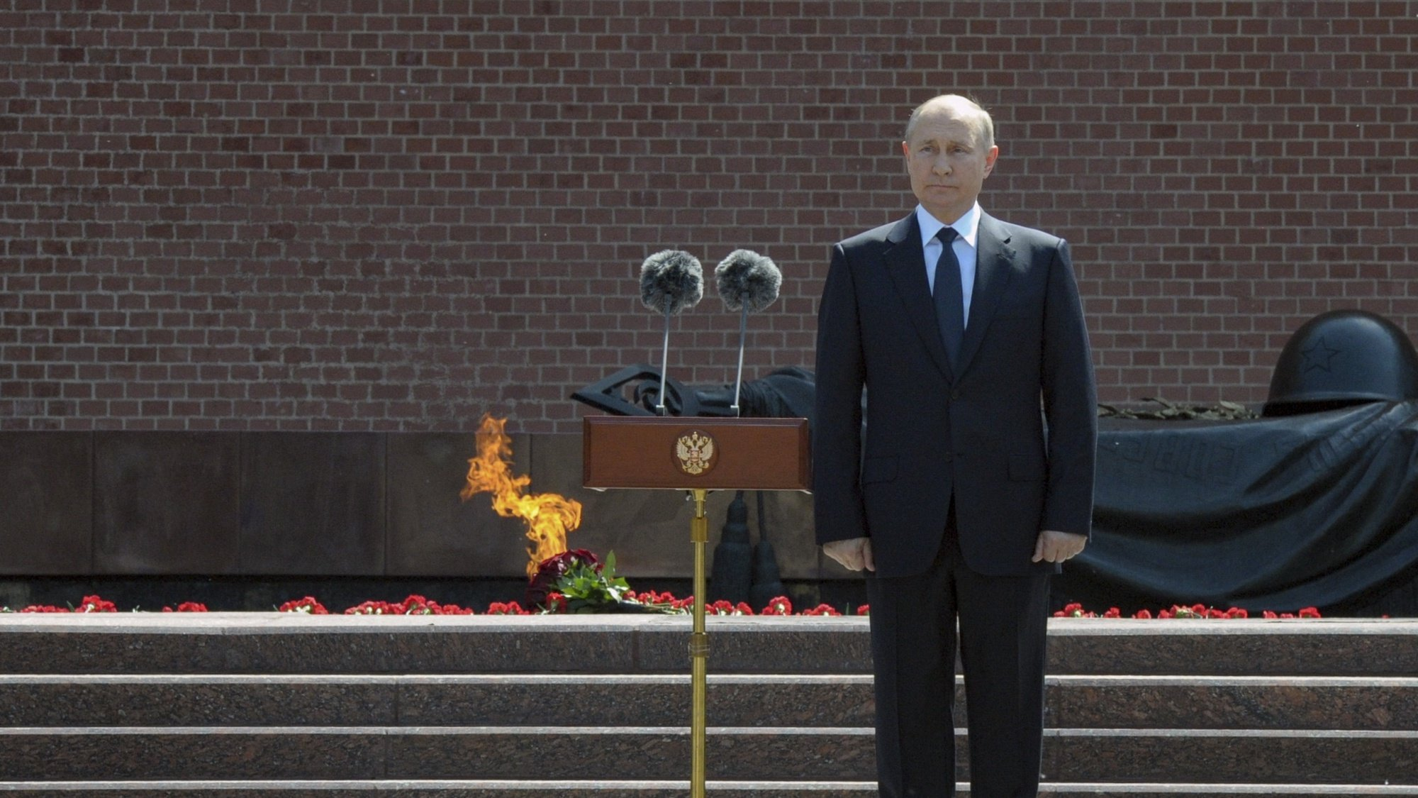 epa09292841 Russian President Vladimir Putin attends a wreath-laying ceremony at the Tomb of the Unknown Soldier in the Alexandrovsky Garden near the Kremlin wall in Moscow, Russia, 22 June 2021, to commemorate those who lost their lives defending the Soviet Union against Nazi invaders. Russia marks the Day of Memory and Sorrow on 22 June.  EPA/ALEXEI NIKOLSKY/SPUTNIK/KREMLIN POOL MANDATORY CREDIT