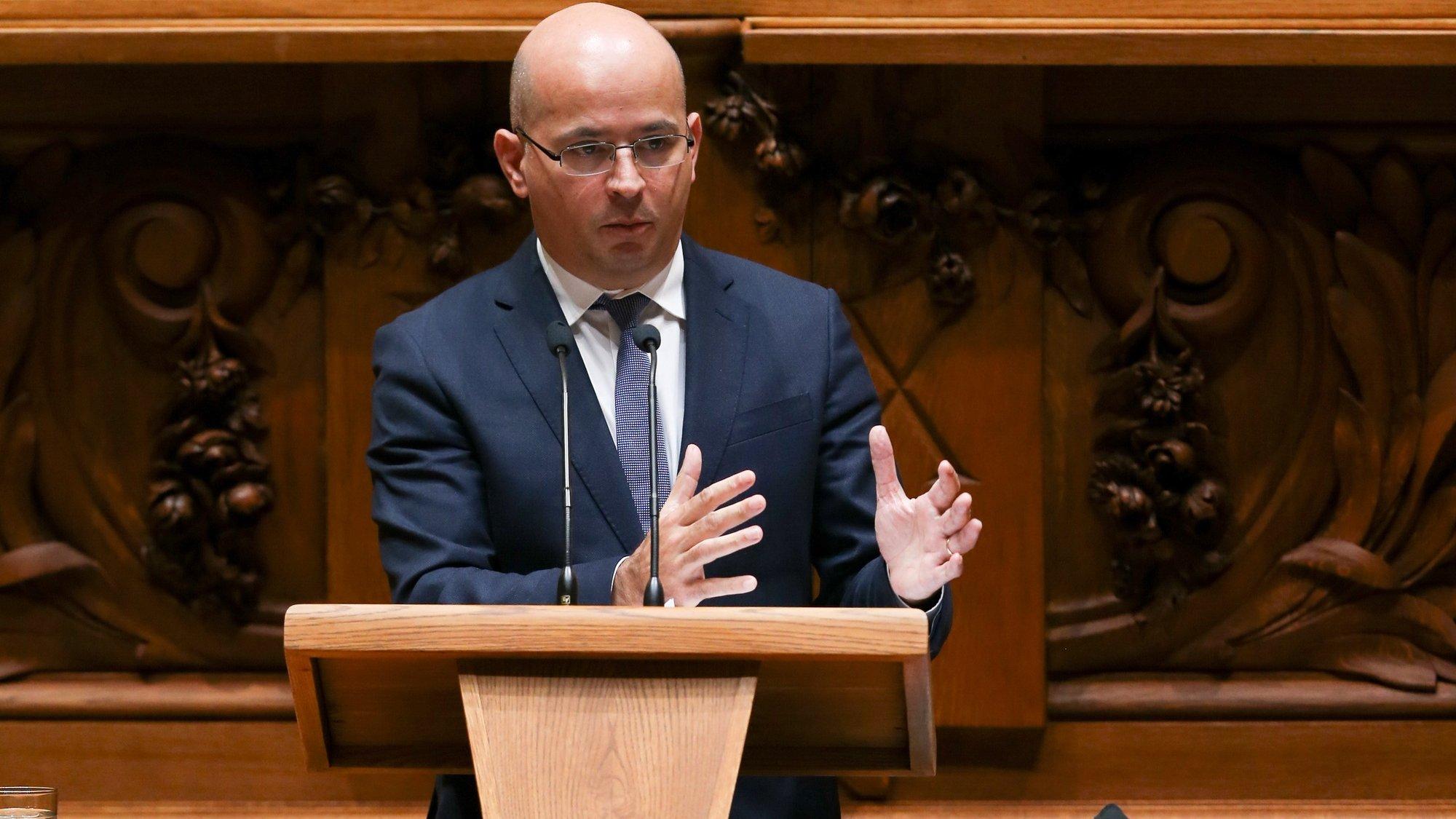 O ministro de Estado e das Finanças,  João Leão, discursa durante o debate parlamentar para  votação do Orçamento de Estado 2021, 26 novembro 2020, na Assembleia da República, em Lisboa.     MANUEL DE ALMEIDA / LUSA