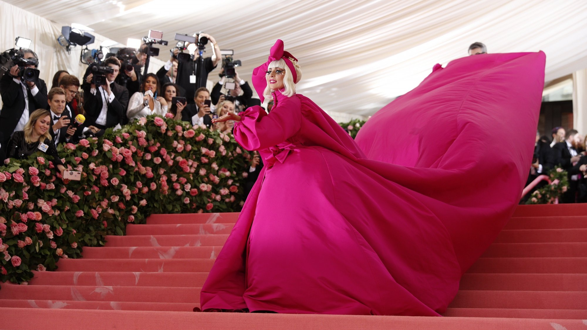 epaselect epa07552043 Lady Gaga arrives on the red carpet for the 2019 Met Gala, the annual benefit for the Metropolitan Museum of Art's Costume Institute, in New York, New York, USA, 06 May 2019. The event coincides with the Met Costume Institute's new spring 2019 exhibition, 'Camp: Notes on Fashion', which runs from 09 May until 08 September 2019.  EPA/JUSTIN LANE