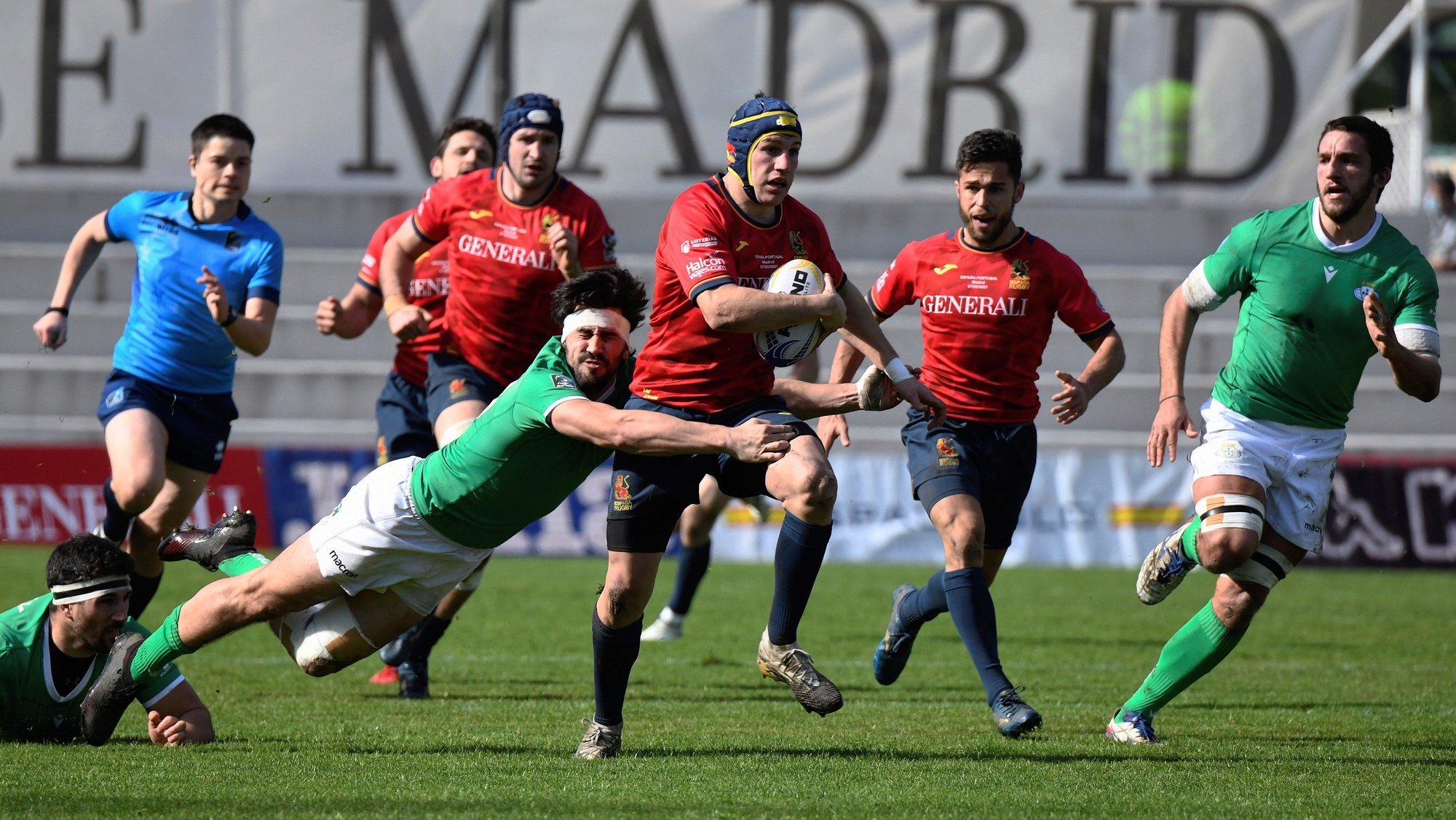 epa08993583 Spanish player Alvaro Gimeno (C) is tackled by Portugal's Jose Vareta (2-L) during a Rugby Europe Championship 2020 match between Spain and Portugal at Central de la Complutense stadium, in Madrid, Spain, 07 February 2021.  EPA/VICTOR LERENA