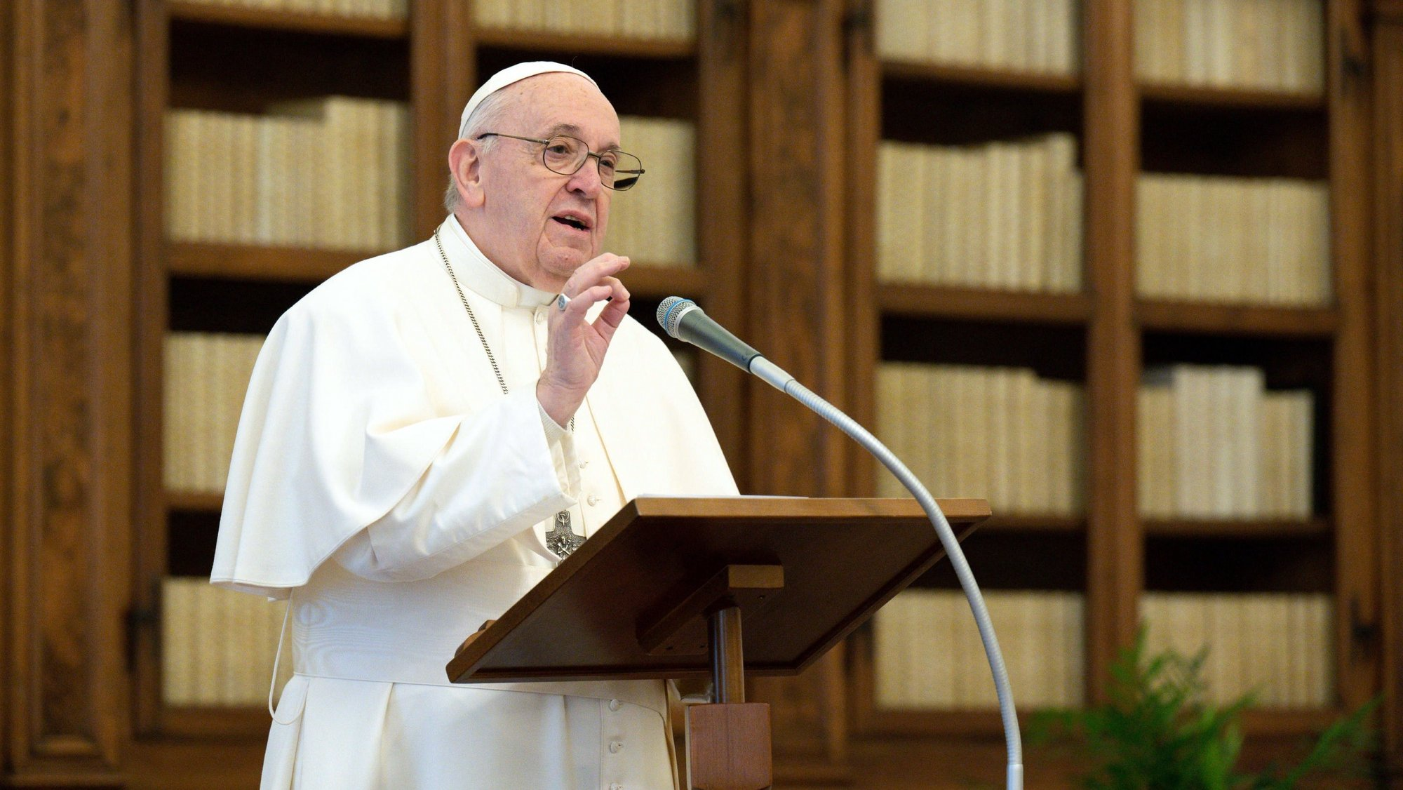 epa08945780 A handout picture provided by the Vatican Media shows Pope Francis Pope delivering a live-streamed weekly Angelus prayer from the Apostolic Palace's library at The Vatican, 17 January 2021 (issued 18 January 2021).  EPA/VATICAN MEDIA HANDOUT  HANDOUT EDITORIAL USE ONLY/NO SALES