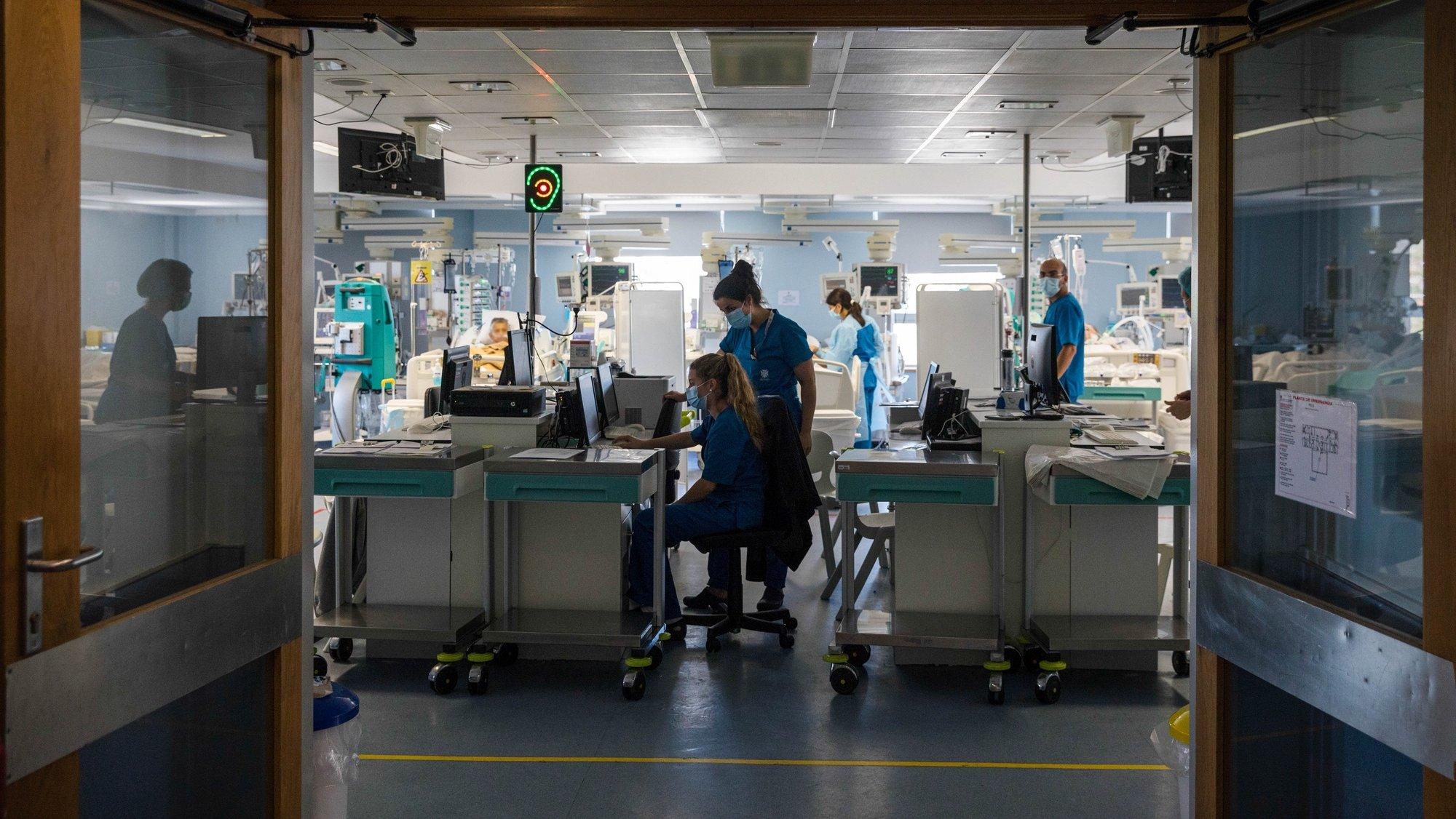 Unidade de cuidados intensivos do Hospital de São João, hospital que enfrentou a pandemia de covid-19, Porto, 18 de maio de 2021. (ACOMPANHA TEXTO DE 19/05/2021) JOSÉ COELHO/LUSA