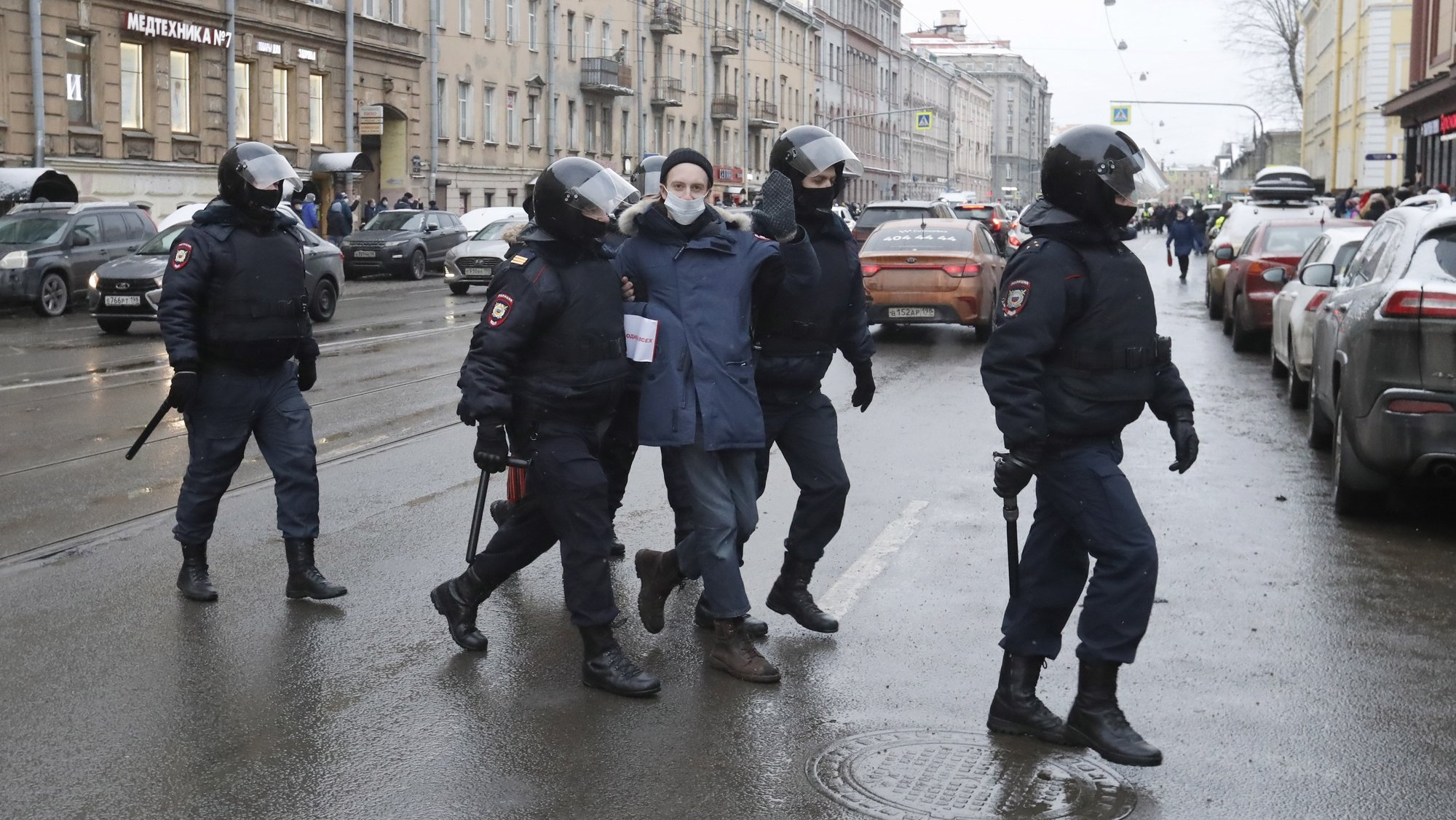 epa08976951 Russian police officers detain protester during an unauthorized protest in support of Russian opposition leader Alexei Navalny, in St. Petersburg, Russia, 31 January 2021. Navalny was detained after his arrival to Moscow from Germany, where he was recovering from a poisoning attack with a nerve agent, on 17 January 2021. A Moscow judge on 18 January ruled that he will remain in custody for 30 days following his airport arrest. Navalny urged Russians to take to the streets to protest. In many Russian cities mass events are prohibited due to an increase in COVID-19 cases.  EPA/ANATOLY MALTSEV