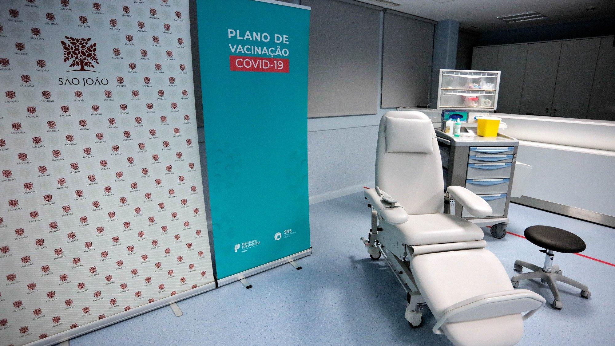 Posto de vacinação do Hospital de São João, Porto, 26 de dezembro de 2020, A campanha de vacinação contra a covid-19 arranca no domingo em Portugal, à semelhança de outros países da União Europeia, a vacina é facultativa, gratuita e universal, sendo assegurada pelo SNS. MANUEL FERNANDO ARAÚJO/LUSA