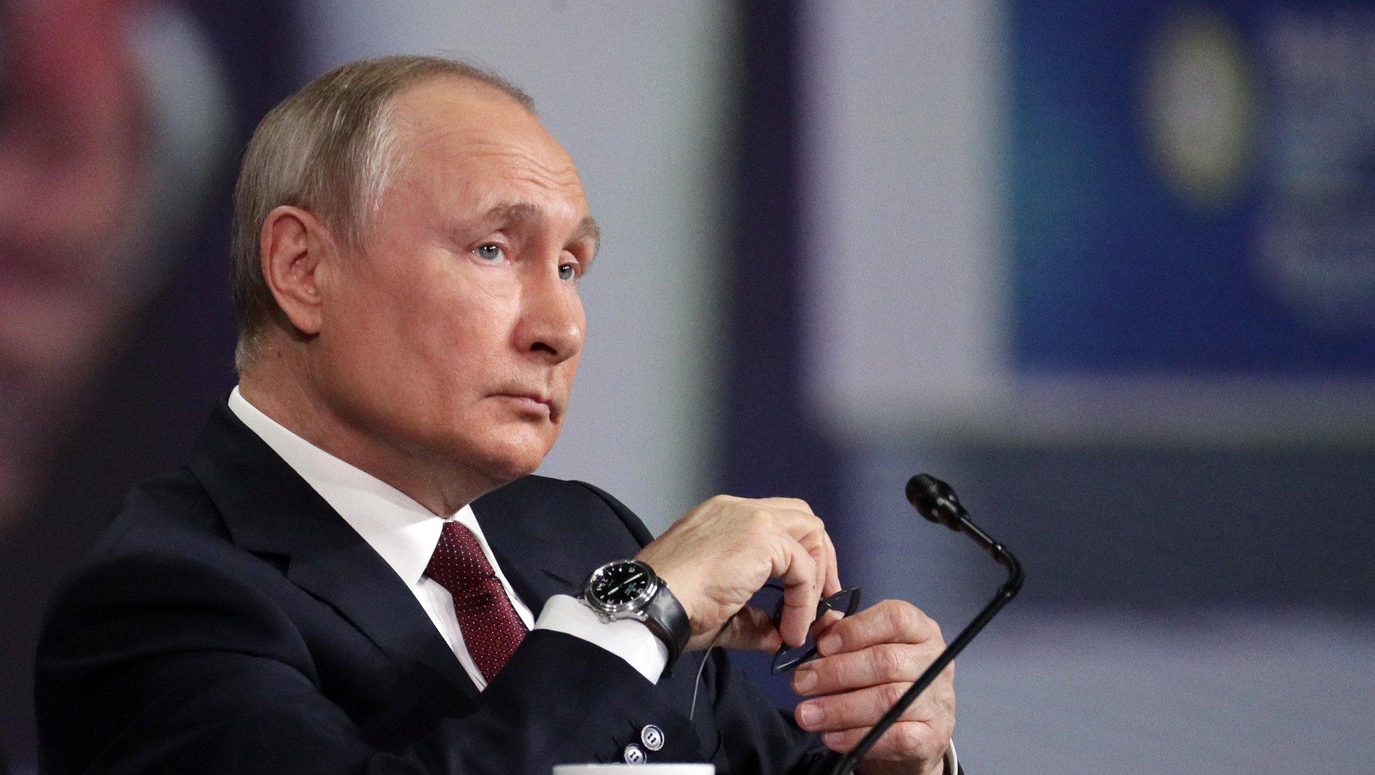 epa09247822 Russian President Vladimir Putin attends a plenary session of the St. Petersburg International Economic Forum (SPIEF) in St. Petersburg, Russia, 04 June 2021. The 24th St.Petersburg International Economic Forum runs from 02 to 05 June 2021.  EPA/VLADIMIR SMIRNOV/SPUTNIK/KREMLIN POOL